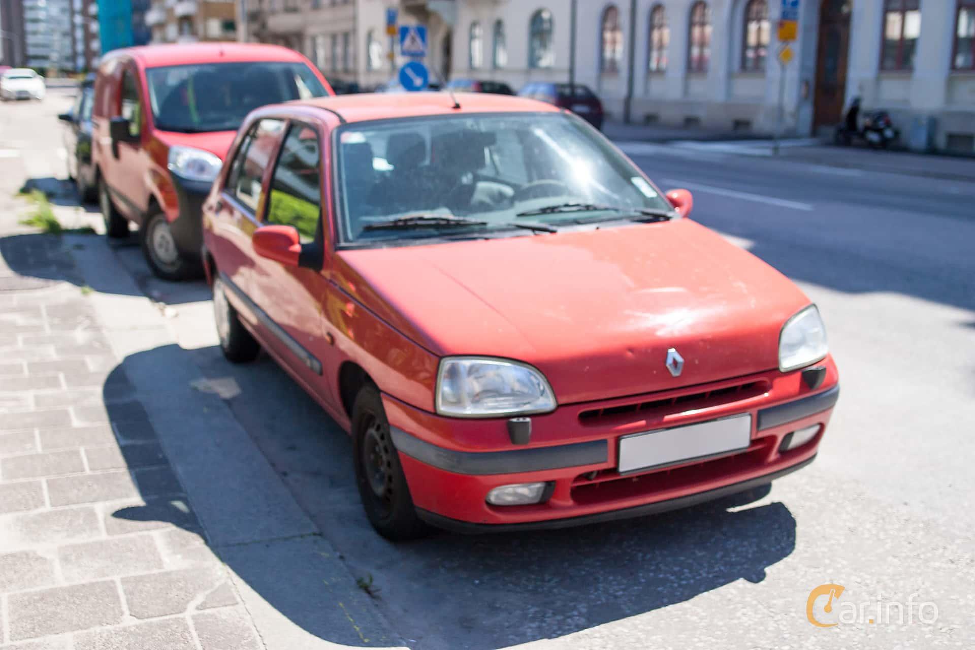 Front/Side of Renault Clio 5-door Hatchback 1.4 Manual, 75ps, 1997