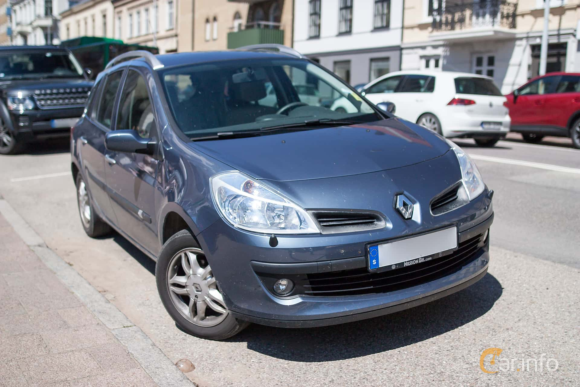 Front/Side of Renault Clio Sport Tourer 1.2 TCe Manual, 101ps, 2008