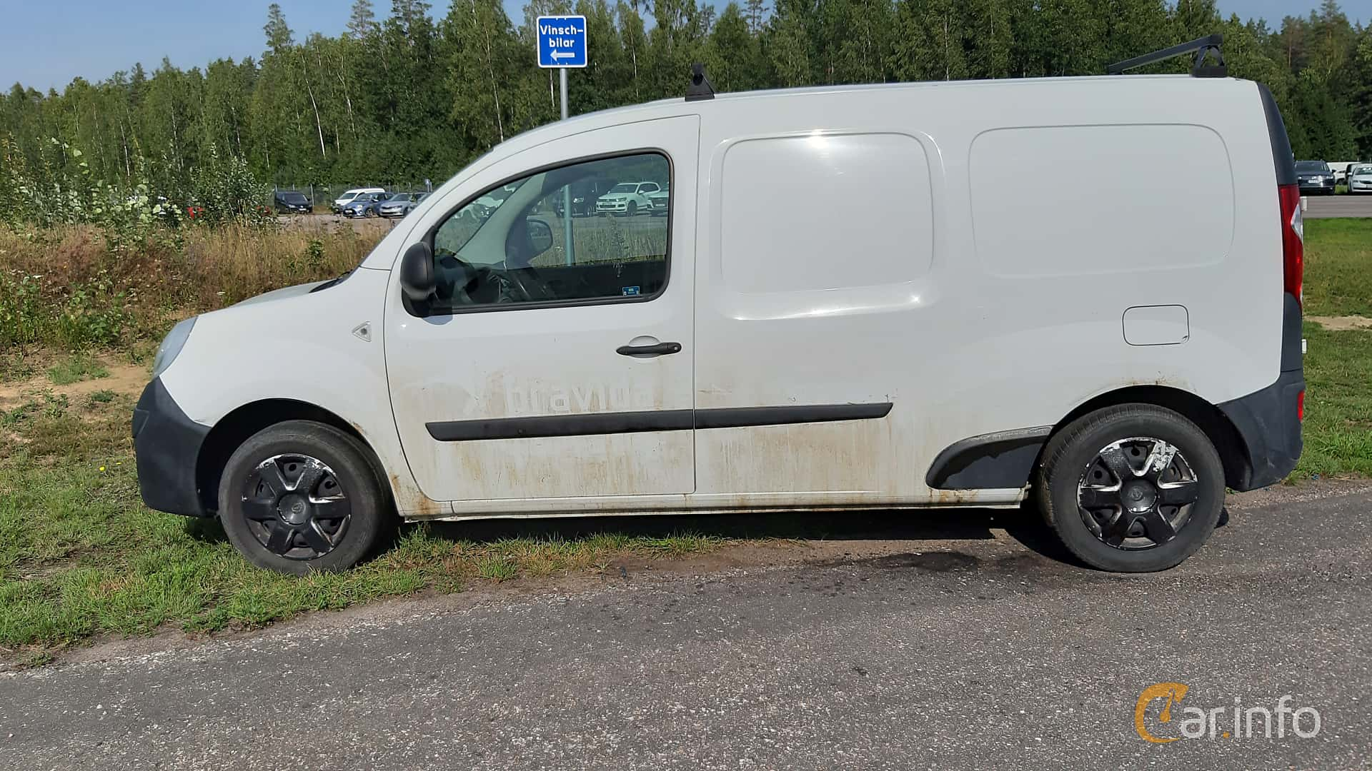 Side  of Renault Kangoo Express Maxi 1.5 dCi Manual, 109ps, 2013