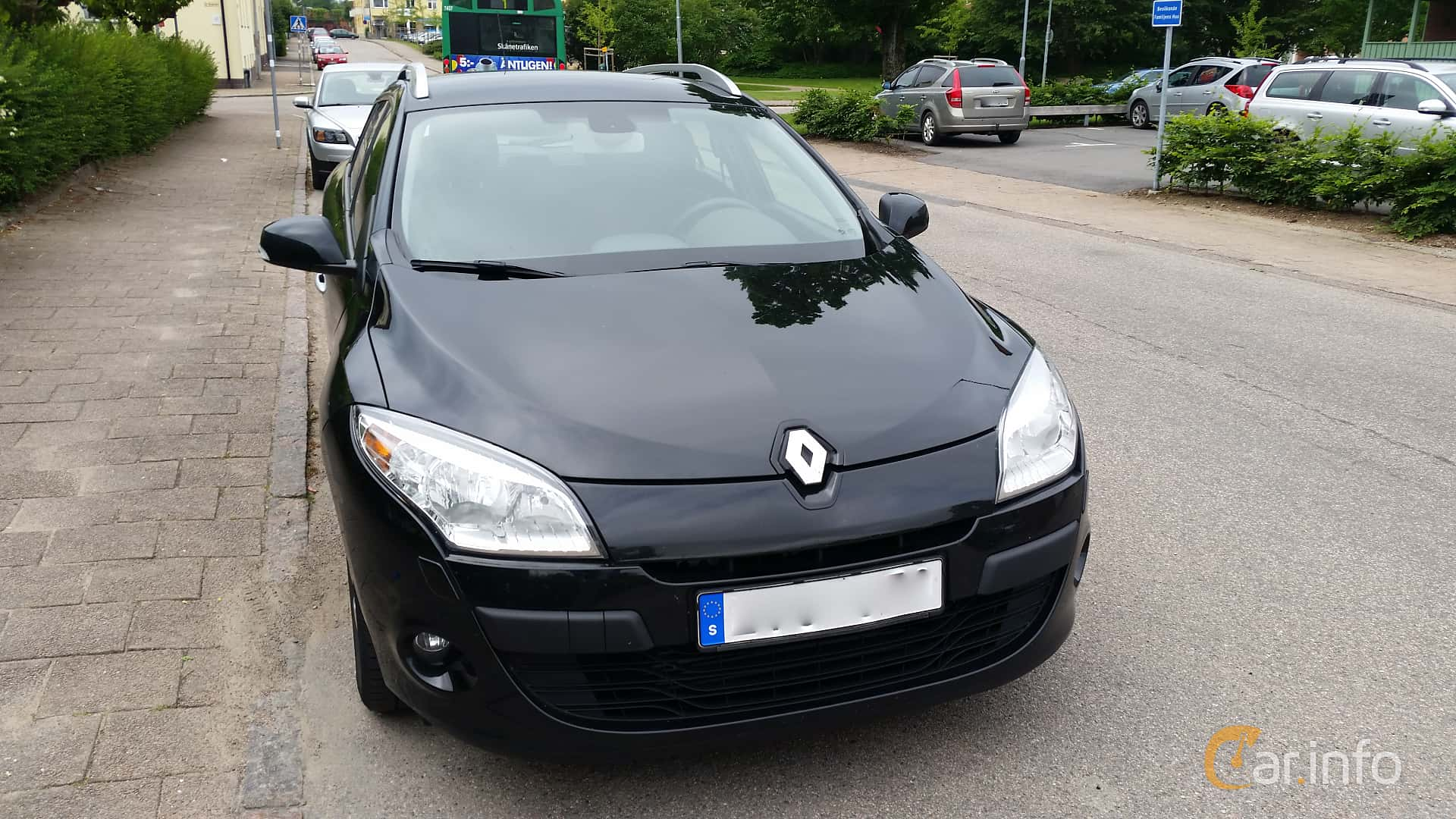 Front of Renault Mégane Grandtour 1.5 dCi Manual, 110ps, 2012