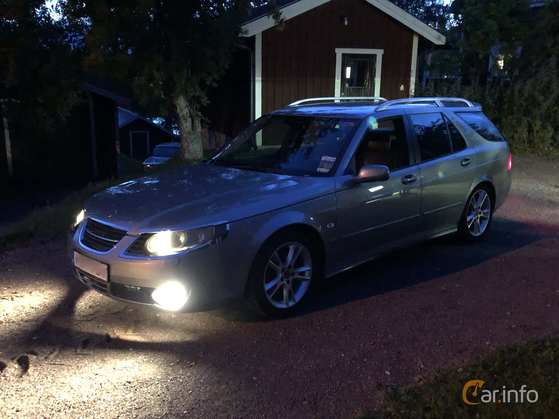 Front/Side  of Saab 9-5 SportCombi 2.3 T BioPower Automatic, 210ps, 2009