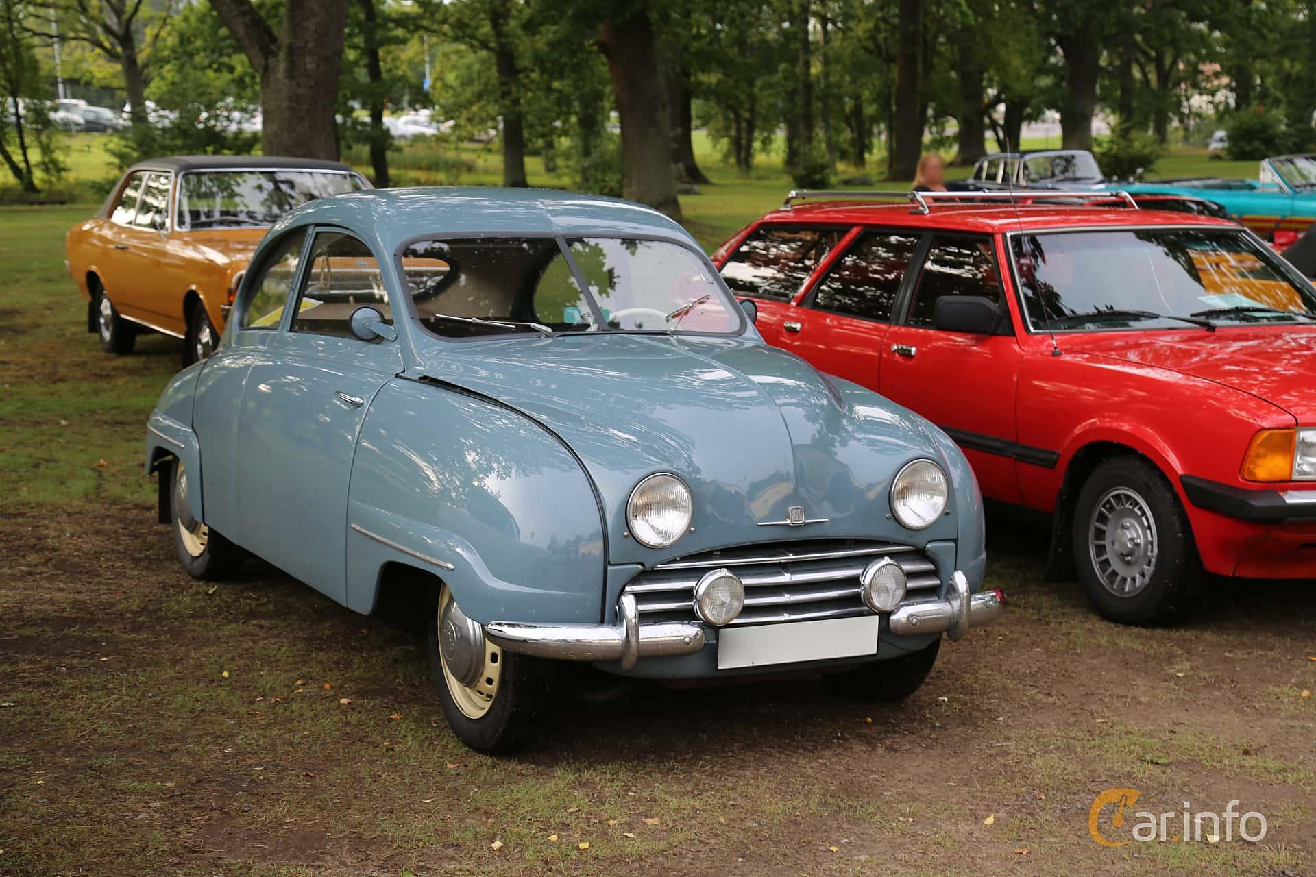Front/Side  of Saab 92 0.7 Manual, 26ps, 1954 at Bil & MC-träffar i Huskvarna Folkets Park 2019 Amerikanska fordon