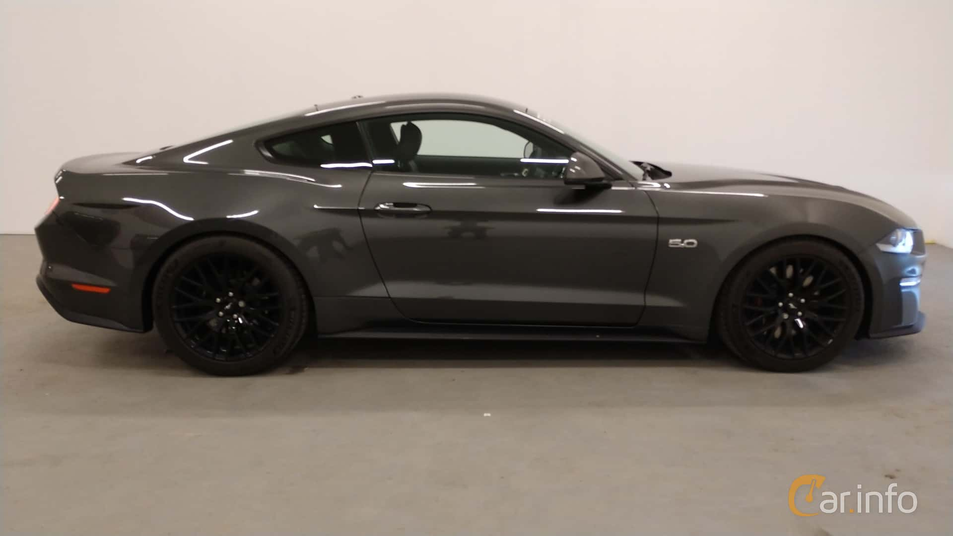 Side  of Ford Mustang GT 5.0 V8 Manual, 457ps, 2018