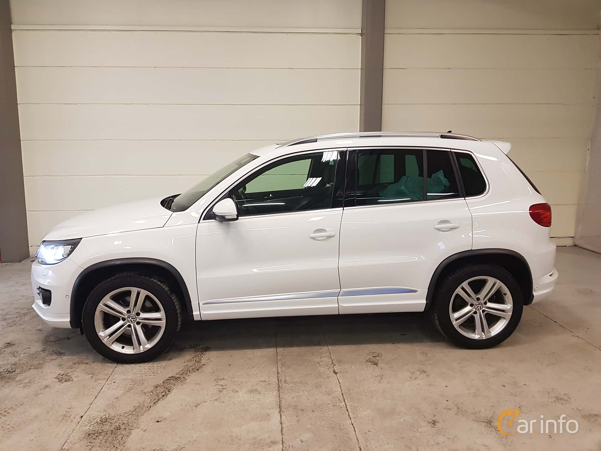 Side  of Volkswagen Tiguan 2.0 TDI 4Motion DSG Sequential, 184ps, 2016