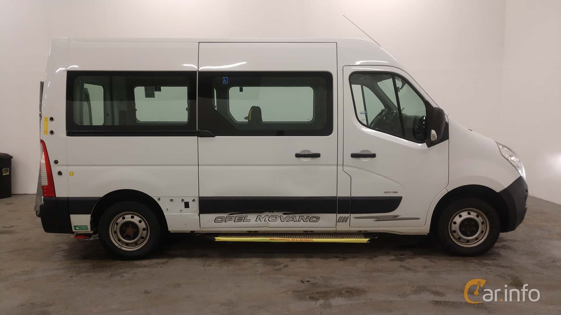 Side  of Opel Movano Minibus 2.3 CDTI Manual, 125ps, 2012