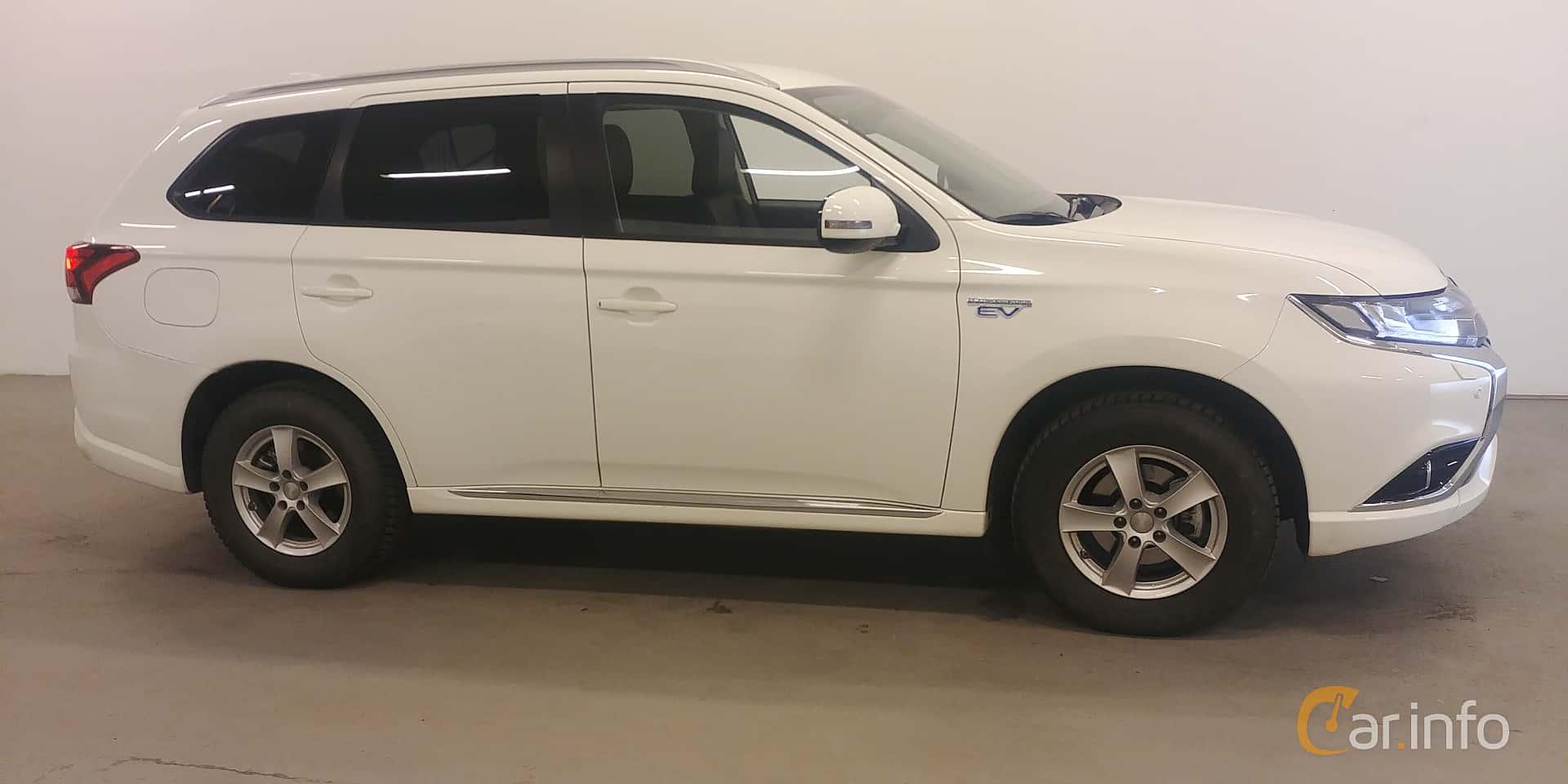 Side  of Mitsubishi Outlander P-HEV 2.0 Hybrid 4WD CVT, 203ps, 2018