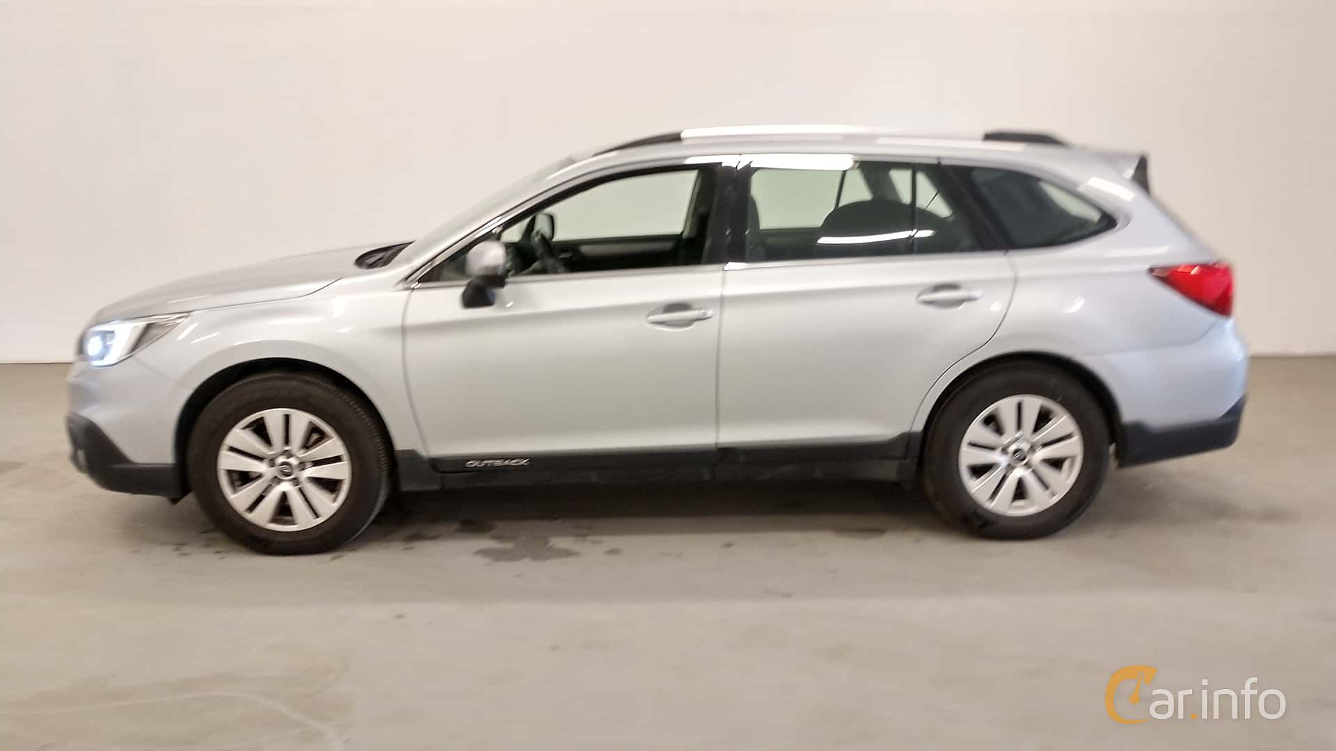 Side  of Subaru Outback 2.0 4WD Lineartronic, 150ps, 2015