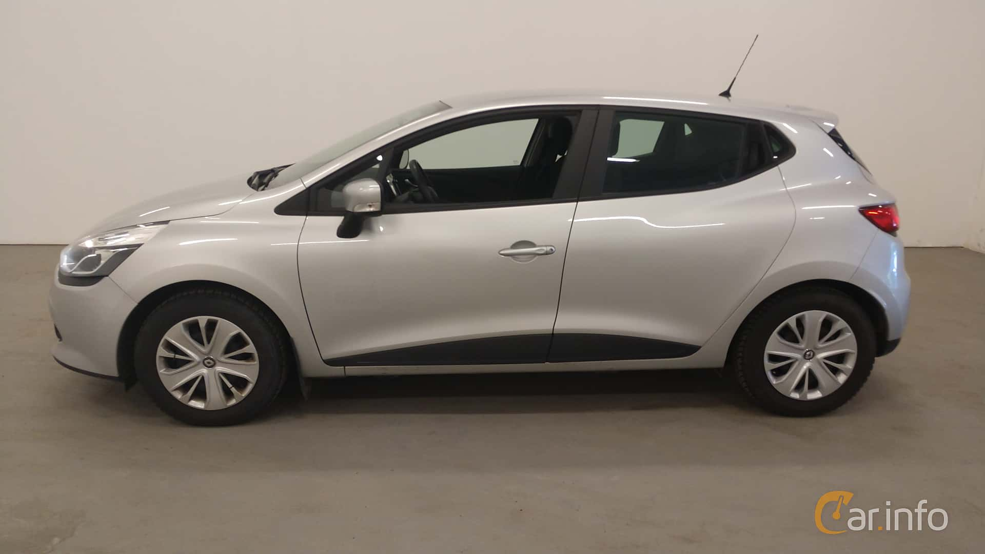Side  of Renault Clio 1.5 dCi Manual, 90ps, 2016