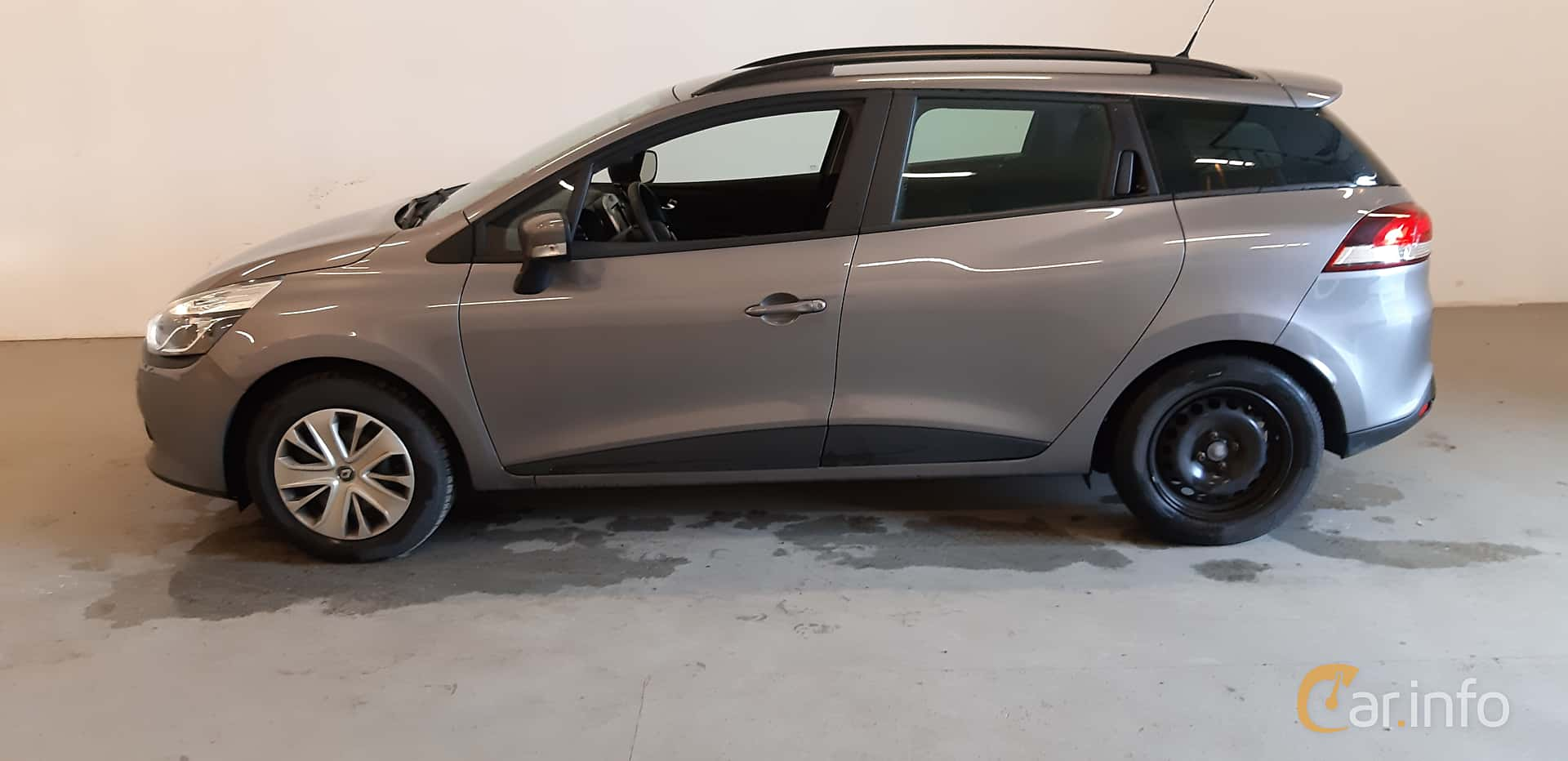 Side  of Renault Clio Grandtour 1.5 dCi Manual, 90ps, 2016
