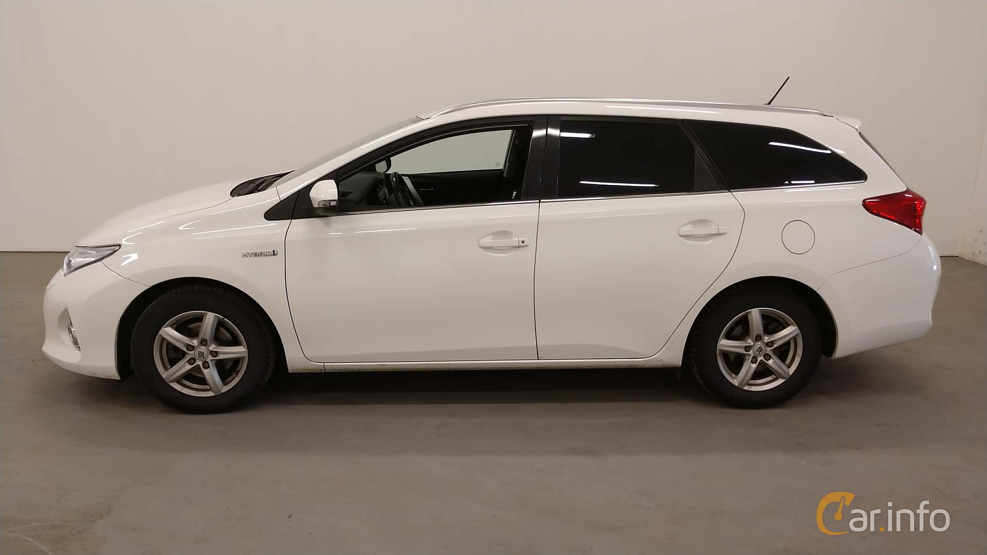 Side  of Toyota Auris Touring Sports Hybrid 1.8 VVT-i + 3JM CVT, 136ps, 2014