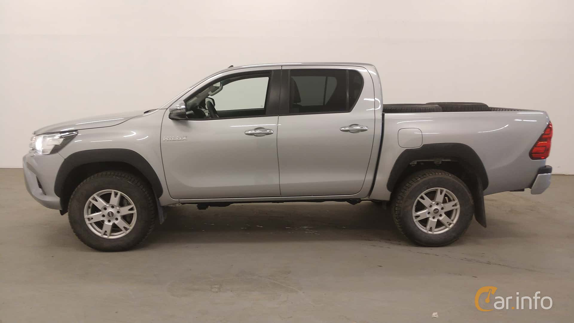 Side  of Toyota Hilux Double Cab 2.4 AWD Automatic, 150ps, 2018