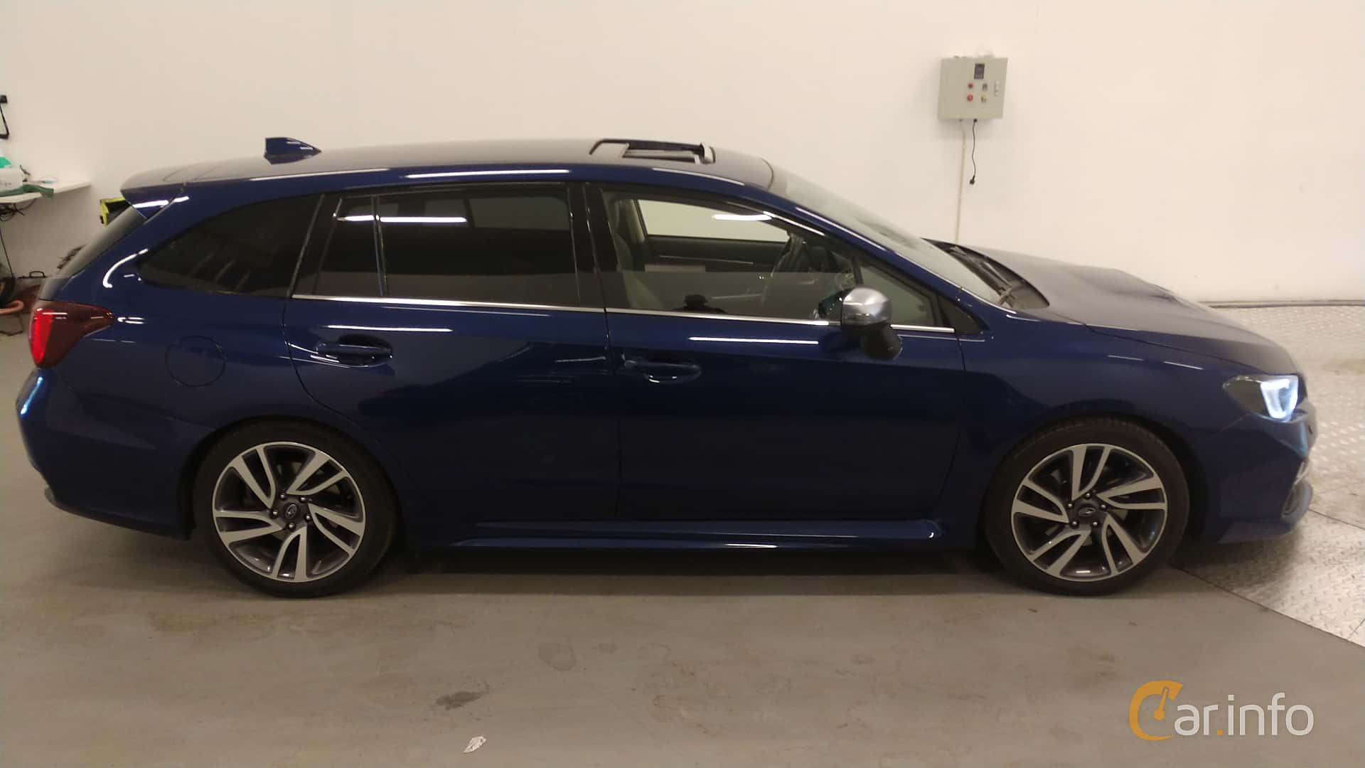 Side  of Subaru Levorg 1.6 4WD Lineartronic, 170ps, 2016
