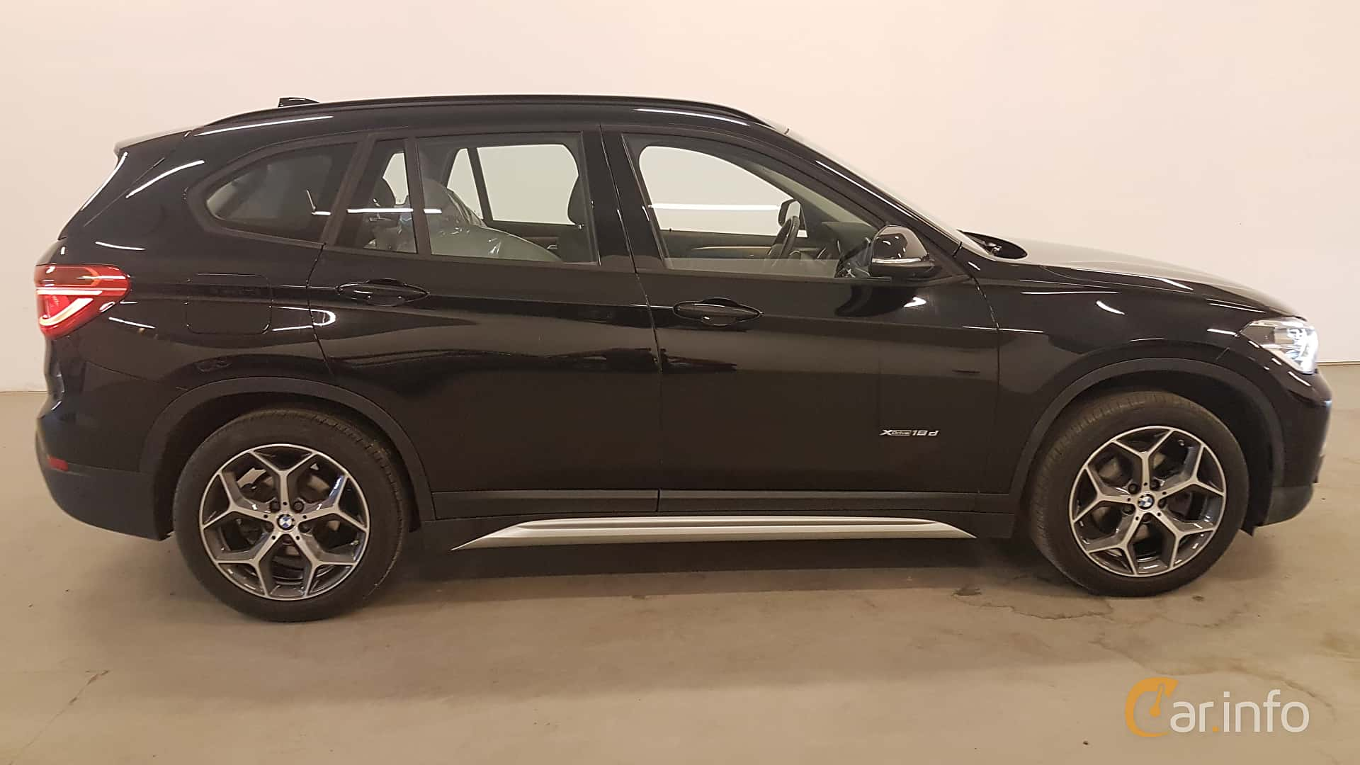 Side  of BMW X1 xDrive18d  Manual, 150ps, 2016