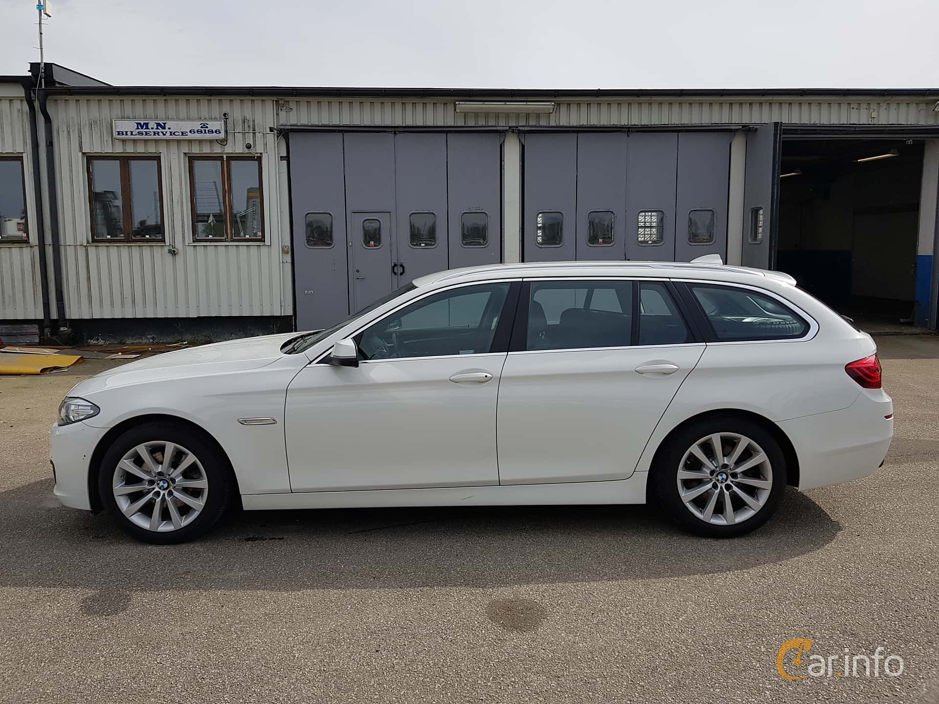 Side  of BMW 520d xDrive Touring  Steptronic, 190ps, 2017