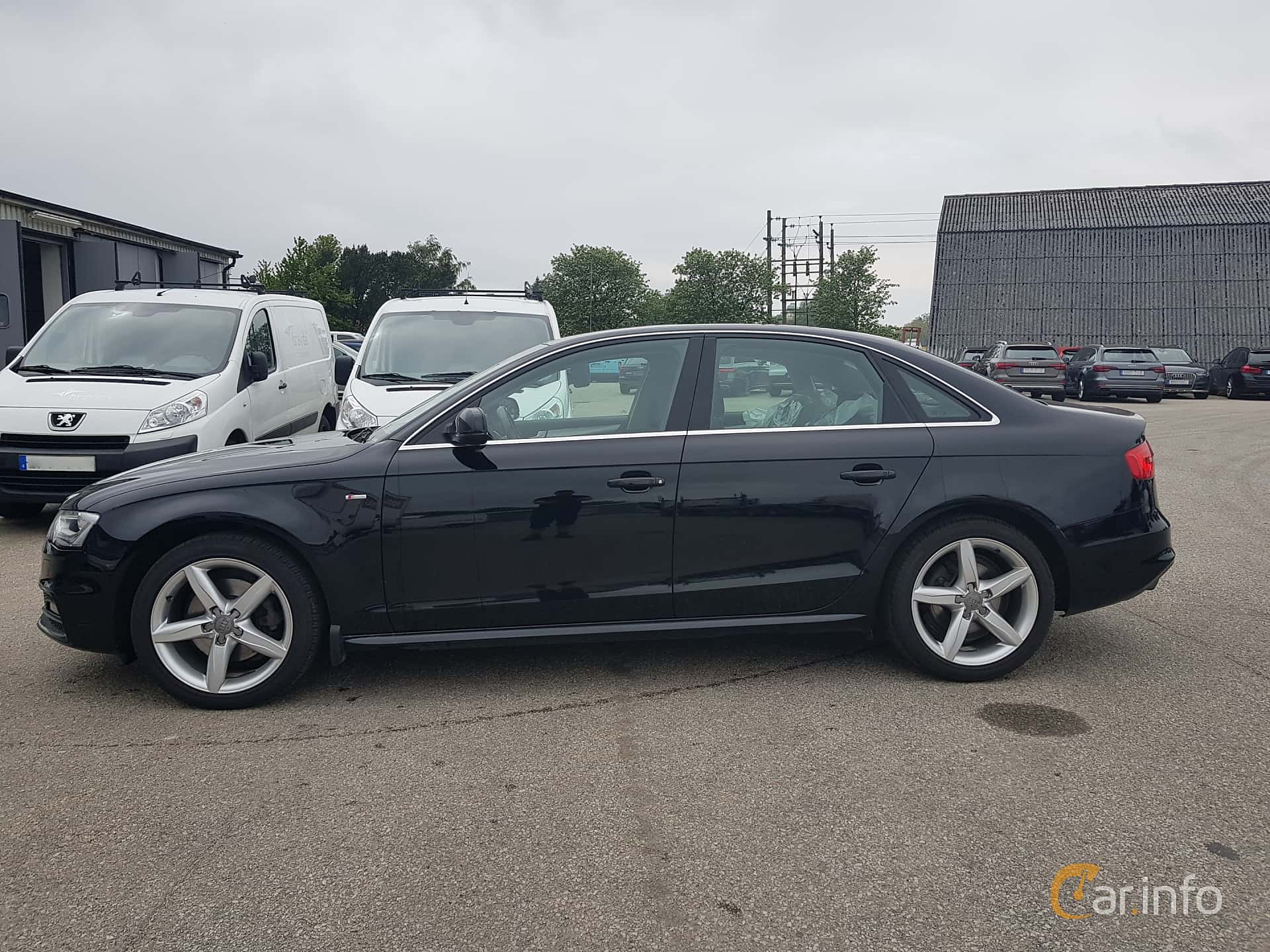 Side  of Audi A4 Sedan 2.0 TDI clean diesel  Manual, 190ps, 2015