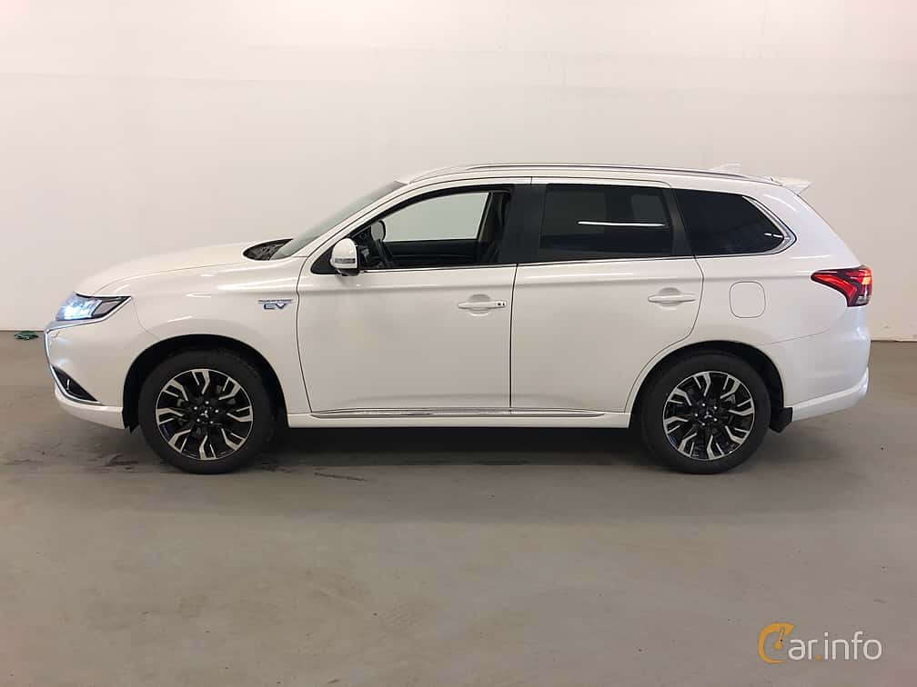 Side  of Mitsubishi Outlander P-HEV 2.0 Hybrid 4WD CVT, 203ps, 2018