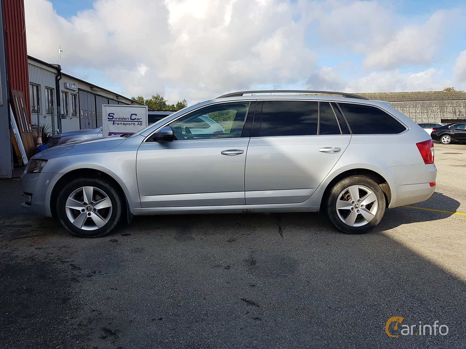 Side  of Skoda Octavia Combi 1.6 TDI Manual, 110ps, 2016