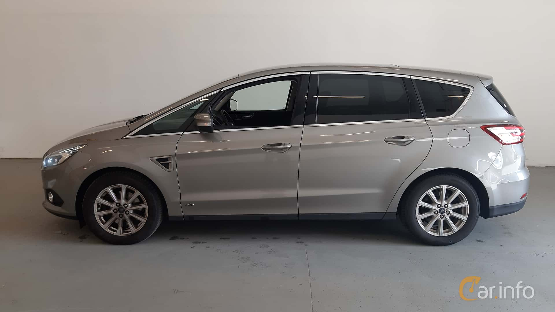 Side  of Ford S-Max 2.0 TDCi AWD Powershift, 180ps, 2017