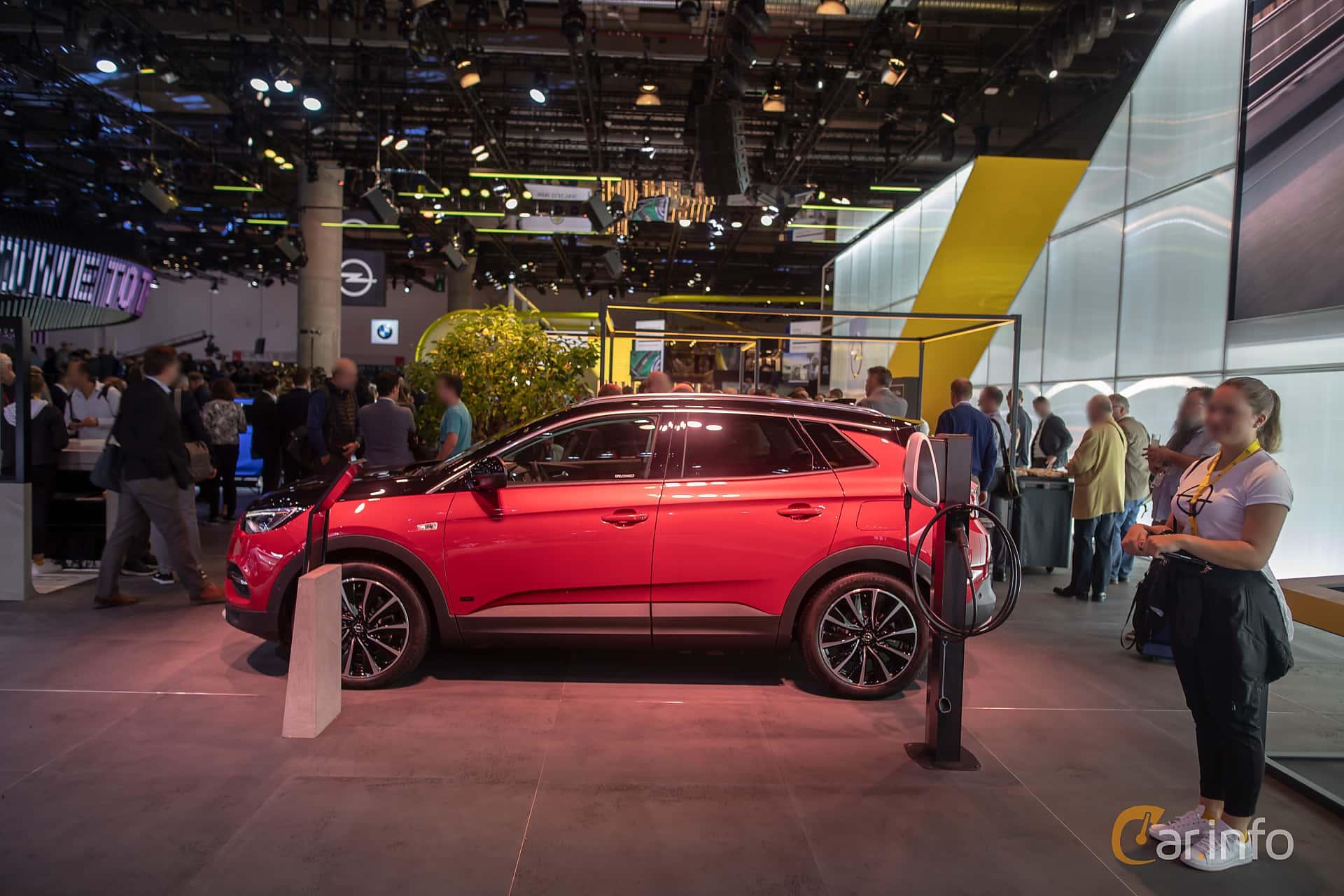 Side  of Opel Grandland X Hybrid4  Automatic, 300ps, 2020 at IAA 2019