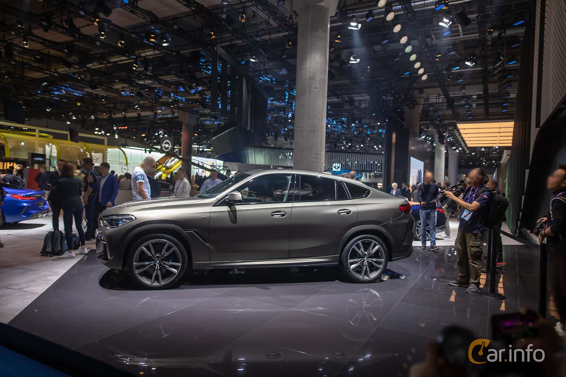 Side  of BMW X6 M50i  Steptronic, 530ps, 2020 at IAA 2019