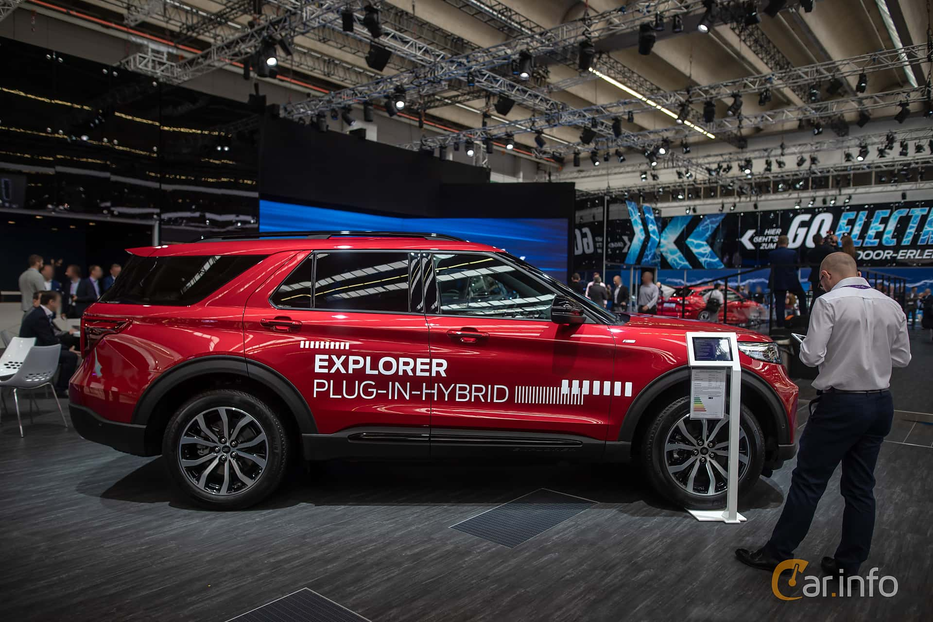 Side  of Ford Explorer Plug-In-Hybrid  Automatic, 457ps, 2020 at IAA 2019