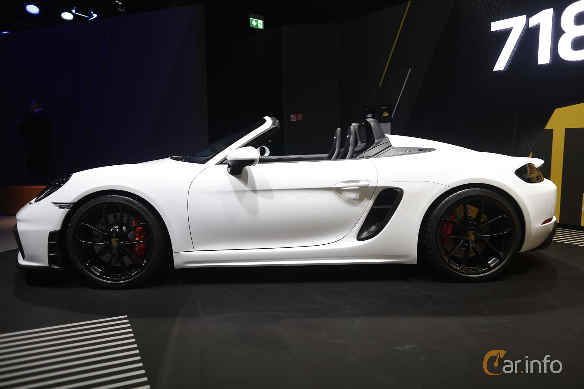 Side  of Porsche 718 Spyder 4.0 H6 Manual, 420ps, 2020 at IAA 2019
