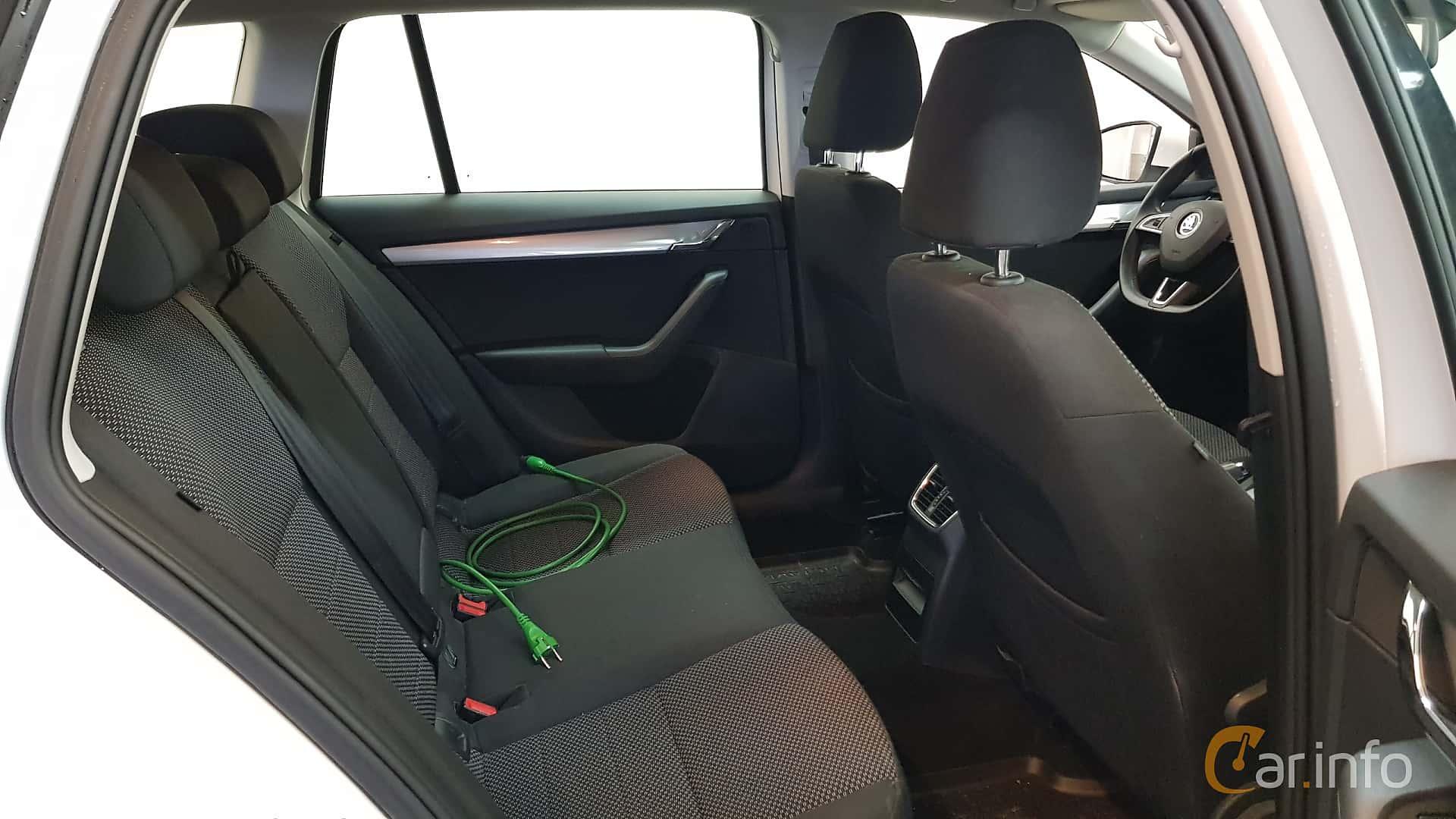 skoda-octavia-combi-interior-2-517846.jpg