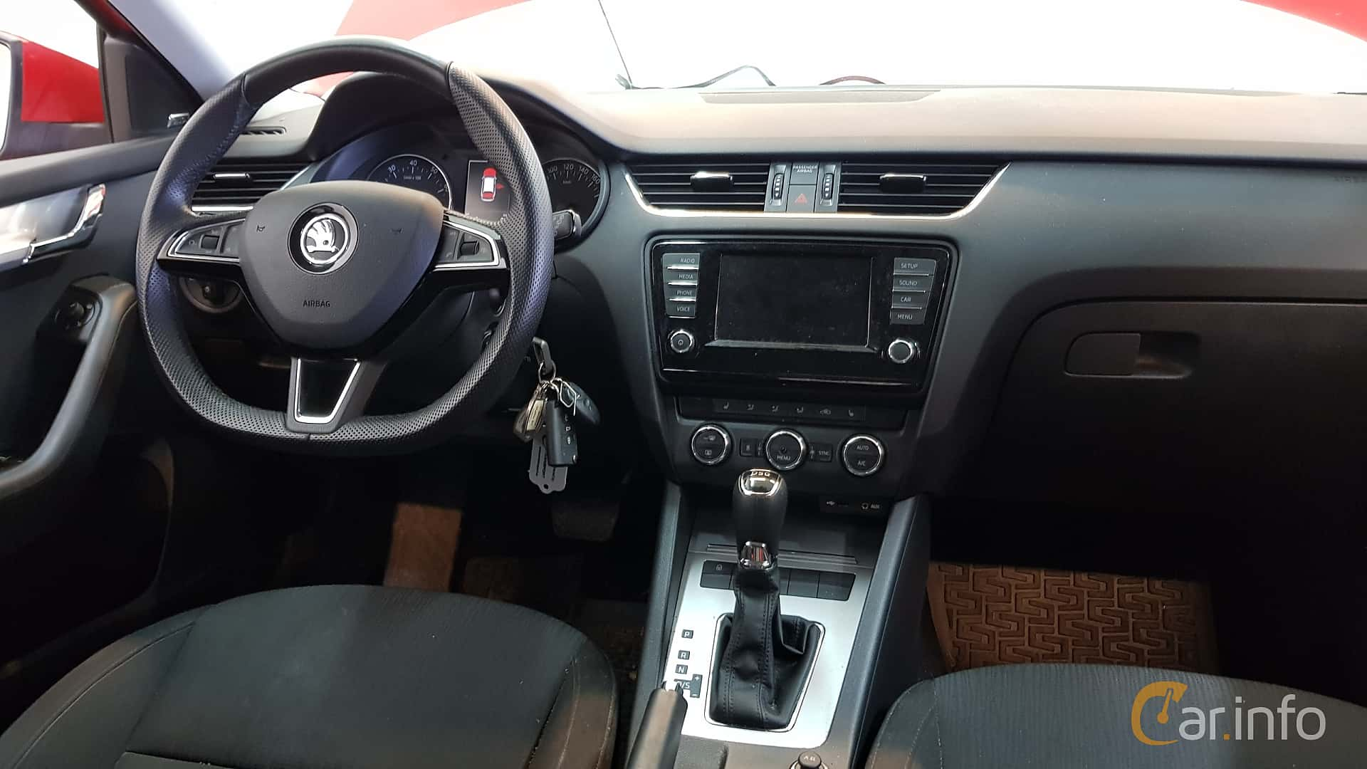 skoda-octavia-combi-interior-3-519879.jpg