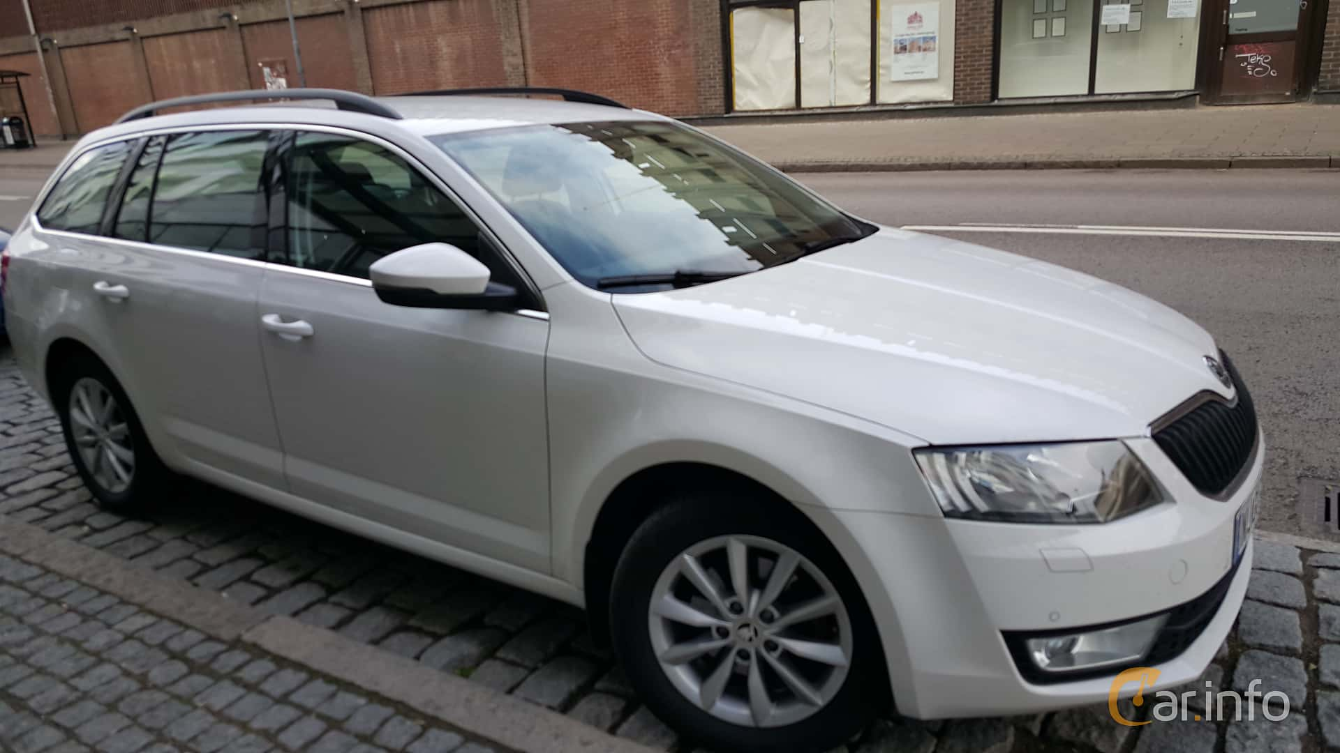 skoda octavia kombi 2 0 tdi manuell 150hk 2014. Black Bedroom Furniture Sets. Home Design Ideas