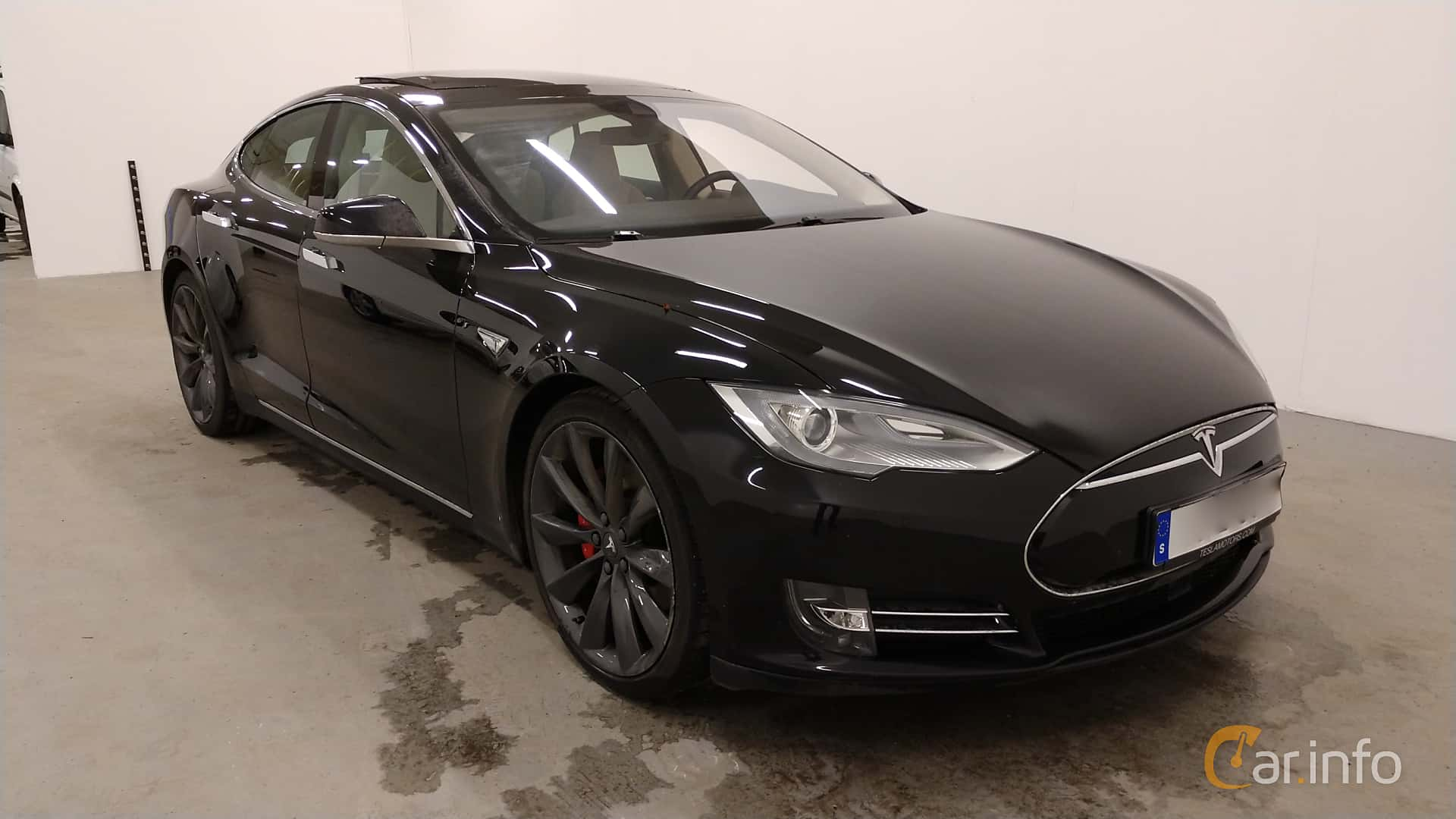 Front/Side  of Tesla Model S P85D 85 kWh AWD Single Speed, 511ps, 2015