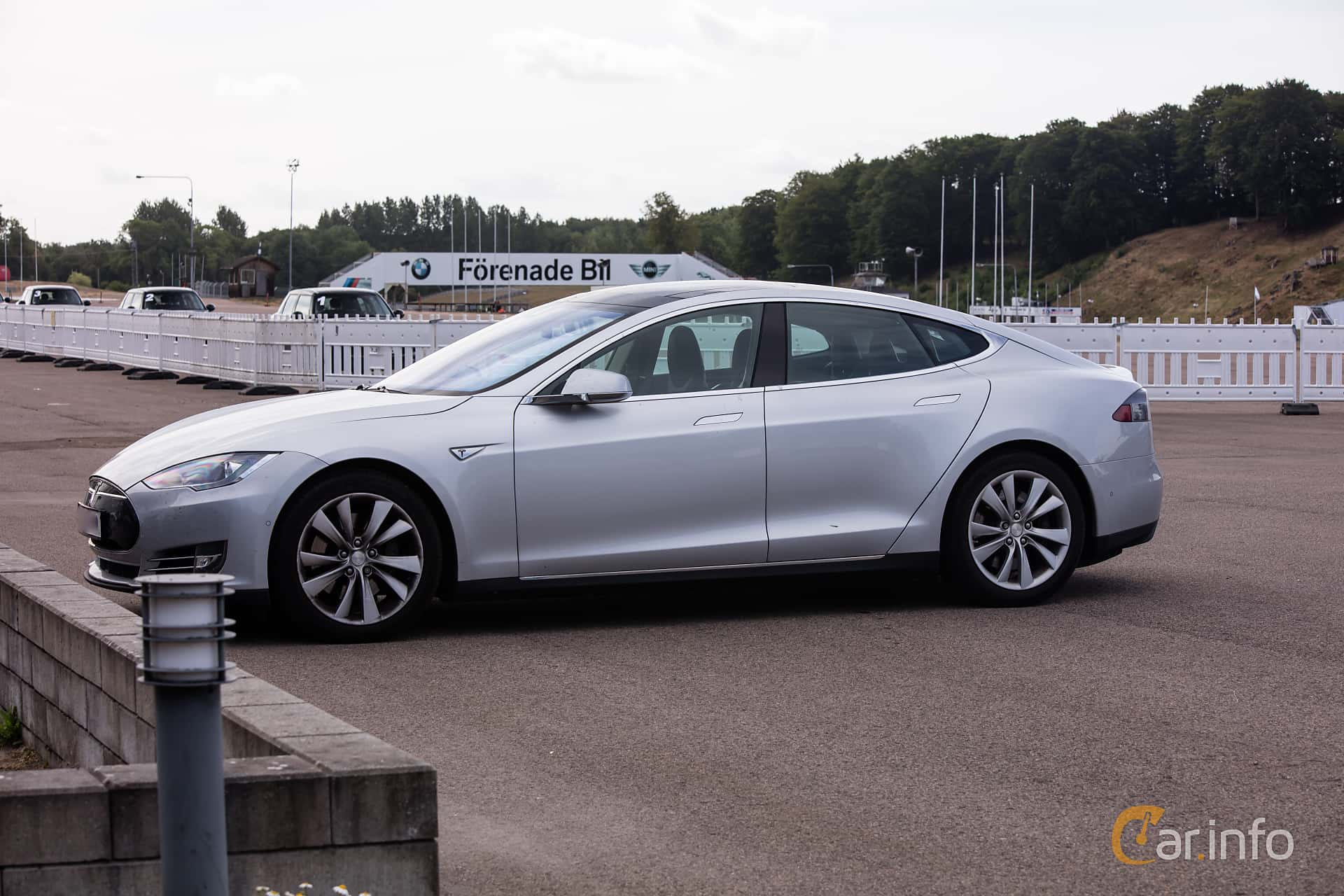 Side  of Tesla Model S 85D 85 kWh AWD Single Speed, 423ps, 2015 at JapTuning Trackday 2018 Knutstorp