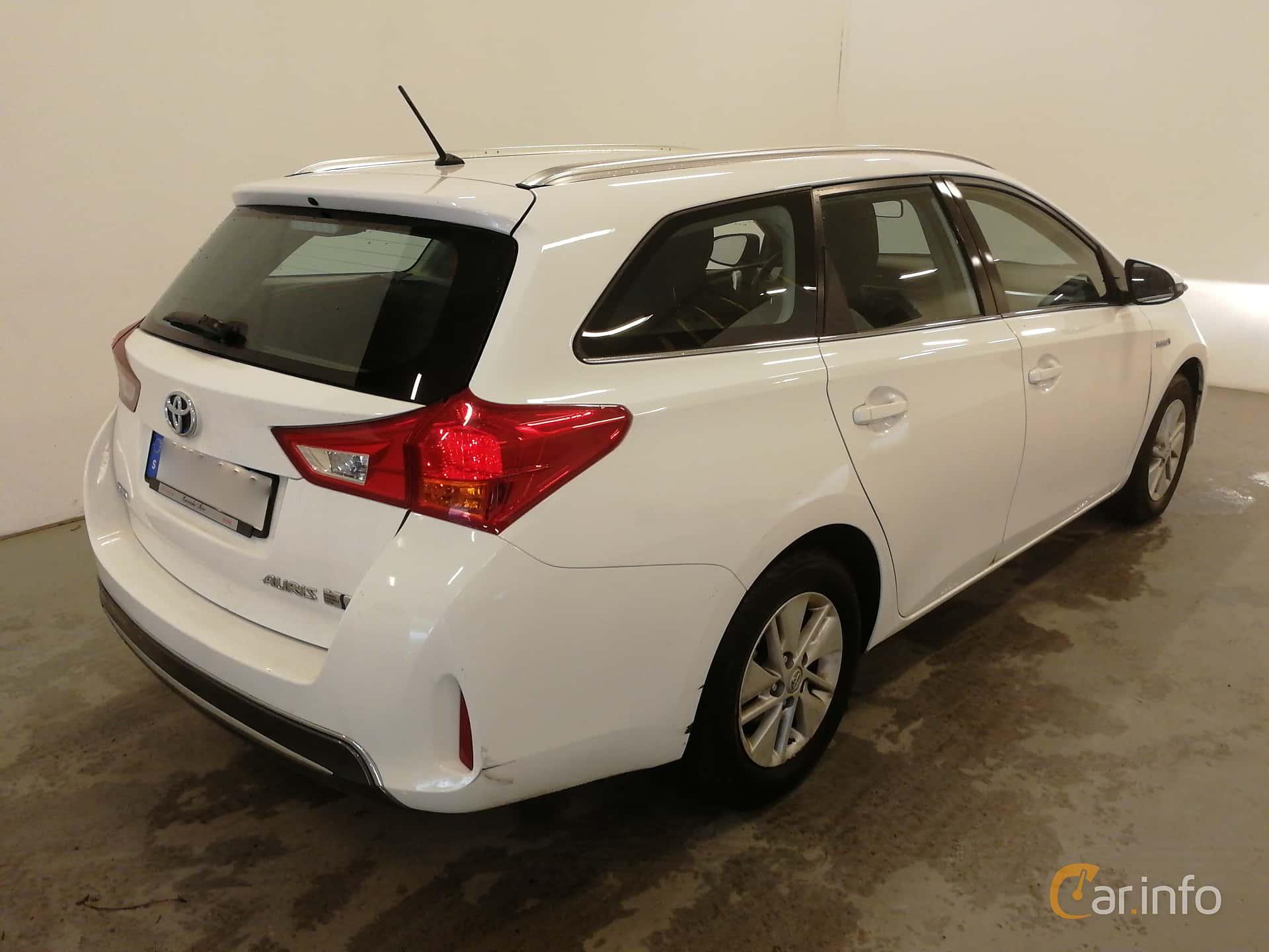 Toyota Auris Touring Sports Hybrid 1.8 VVT-i + 3JM CVT, 136hp, 2015
