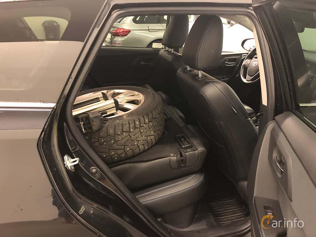 Toyota Auris Touring Sports Hybrid 1.8 VVT-i + 3JM CVT, 136hp, 2016