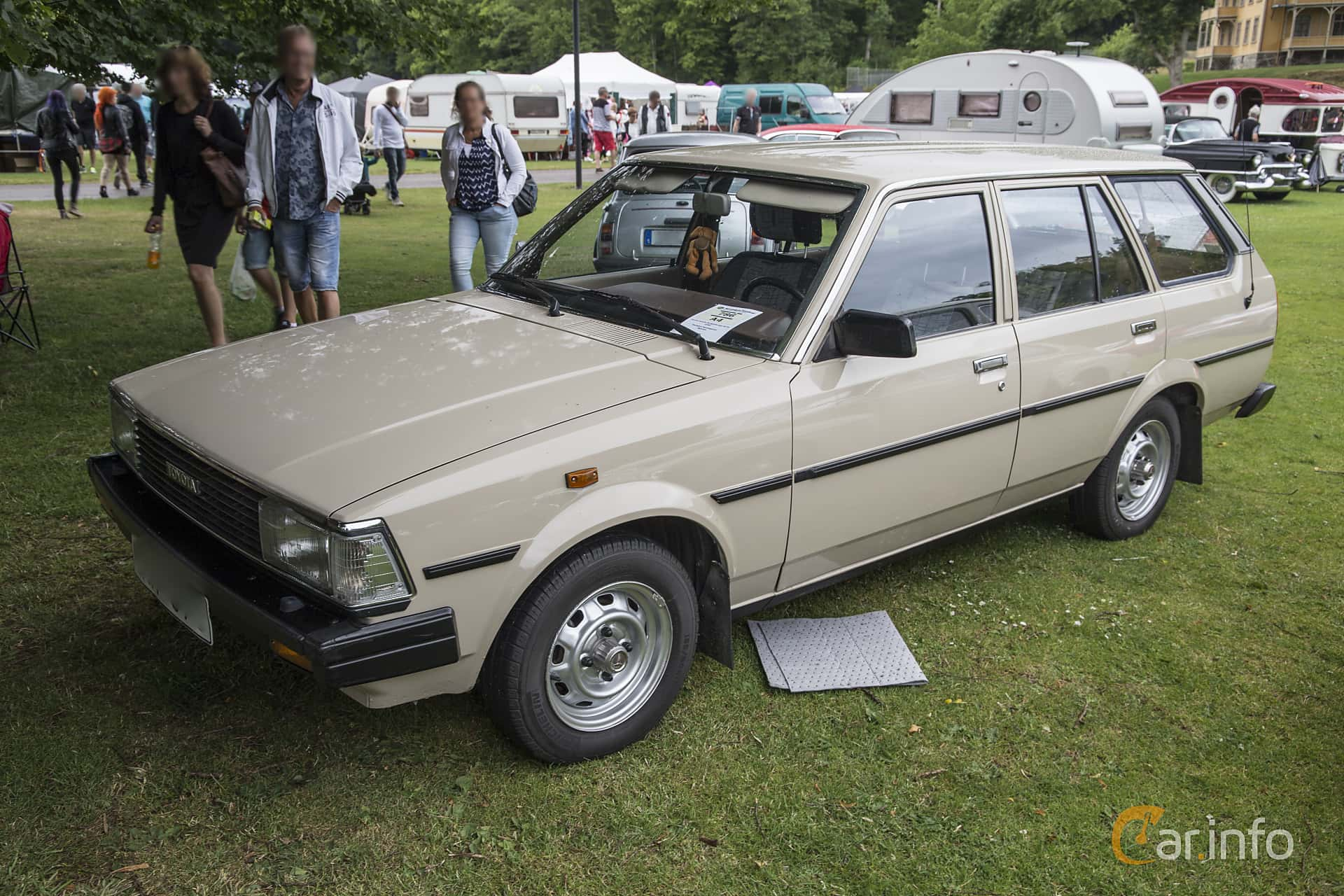 toyota corolla 5 door station wagon 1 3 manual 60hp 1982. Black Bedroom Furniture Sets. Home Design Ideas