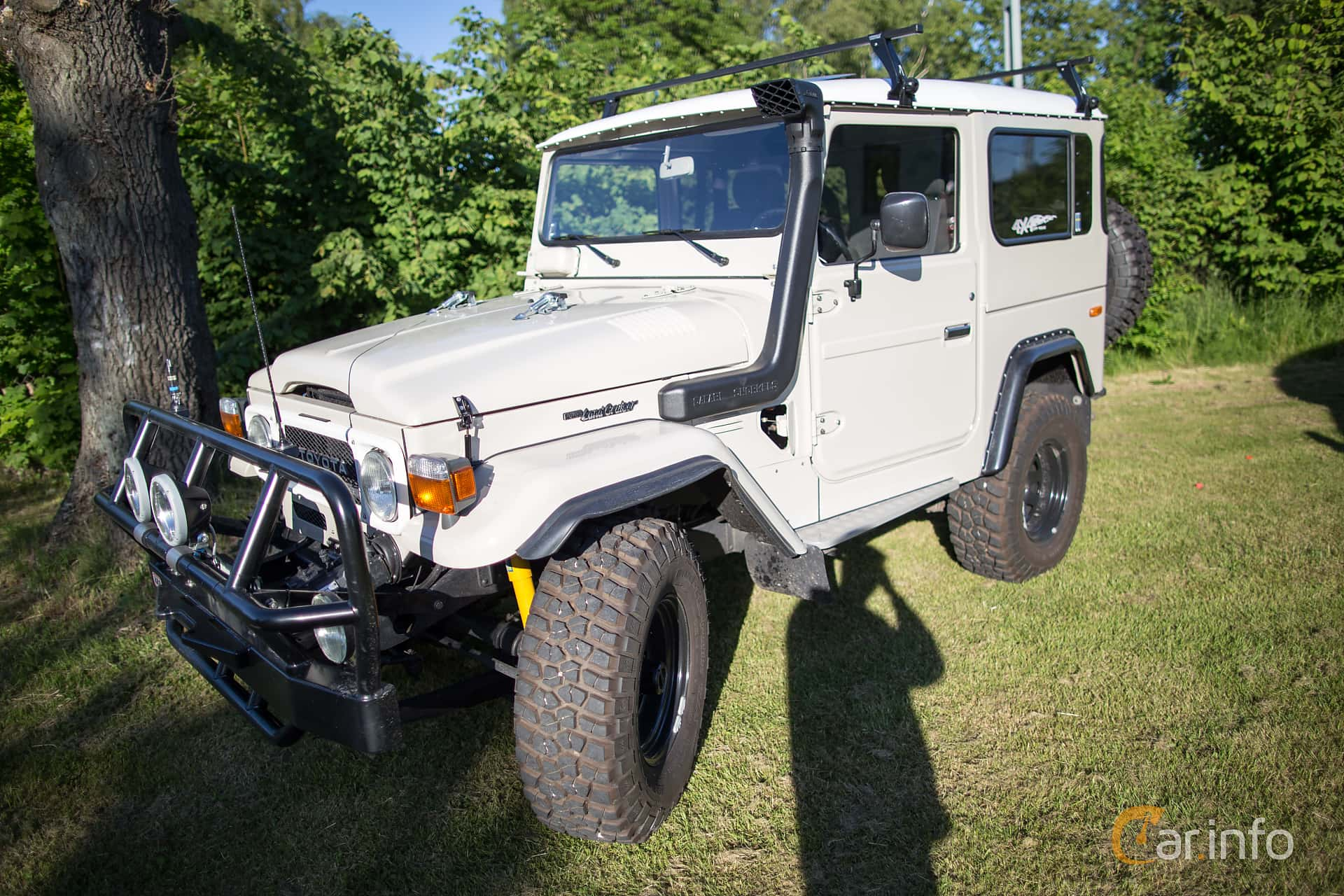 2 Images Of Toyota Land Cruiser Single Cab 34 4wd Manual 90hp 1983 Front Side 90ps