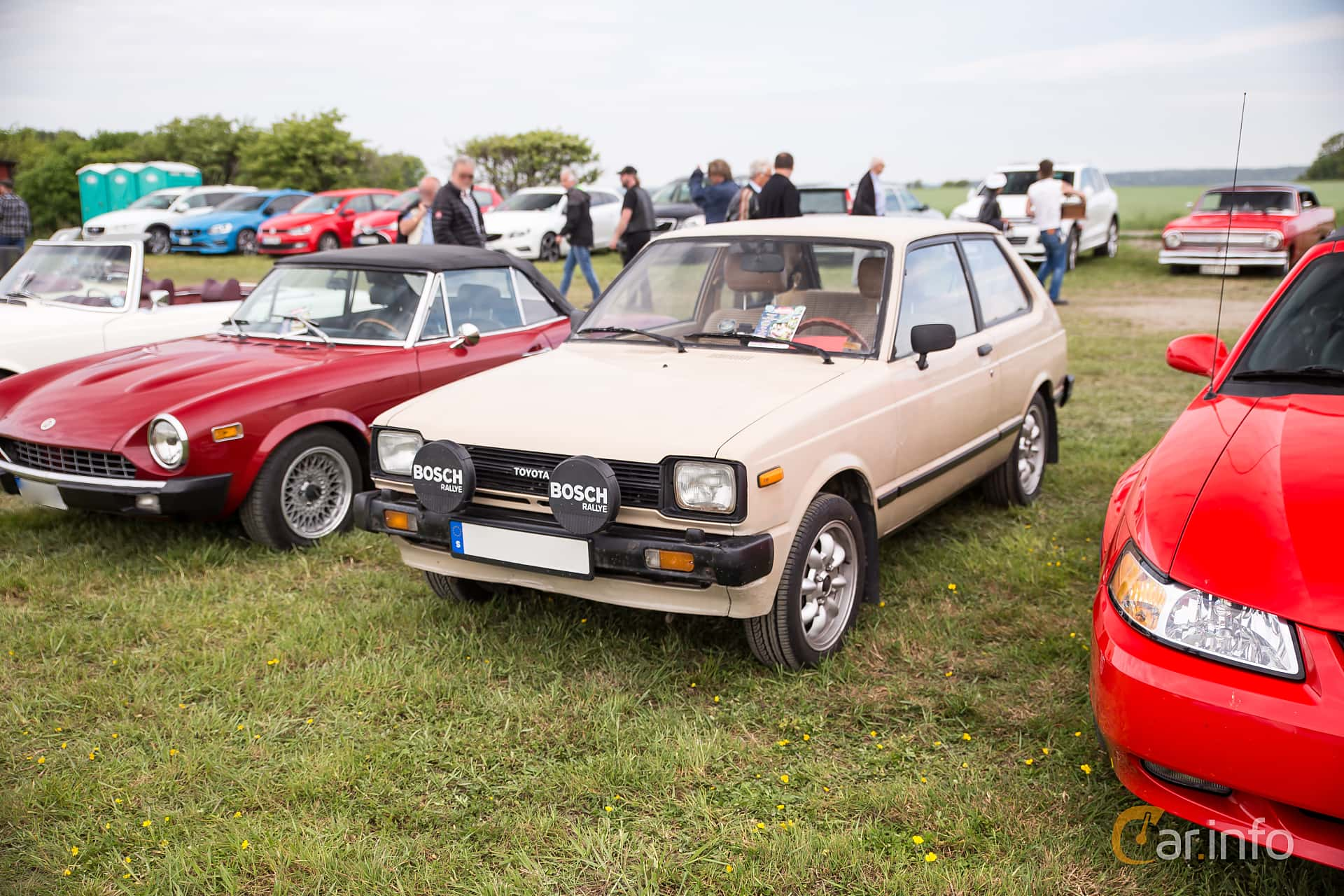 2 images of Toyota Starlet 3-door 1 2 Manual, 54hp, 1982 by