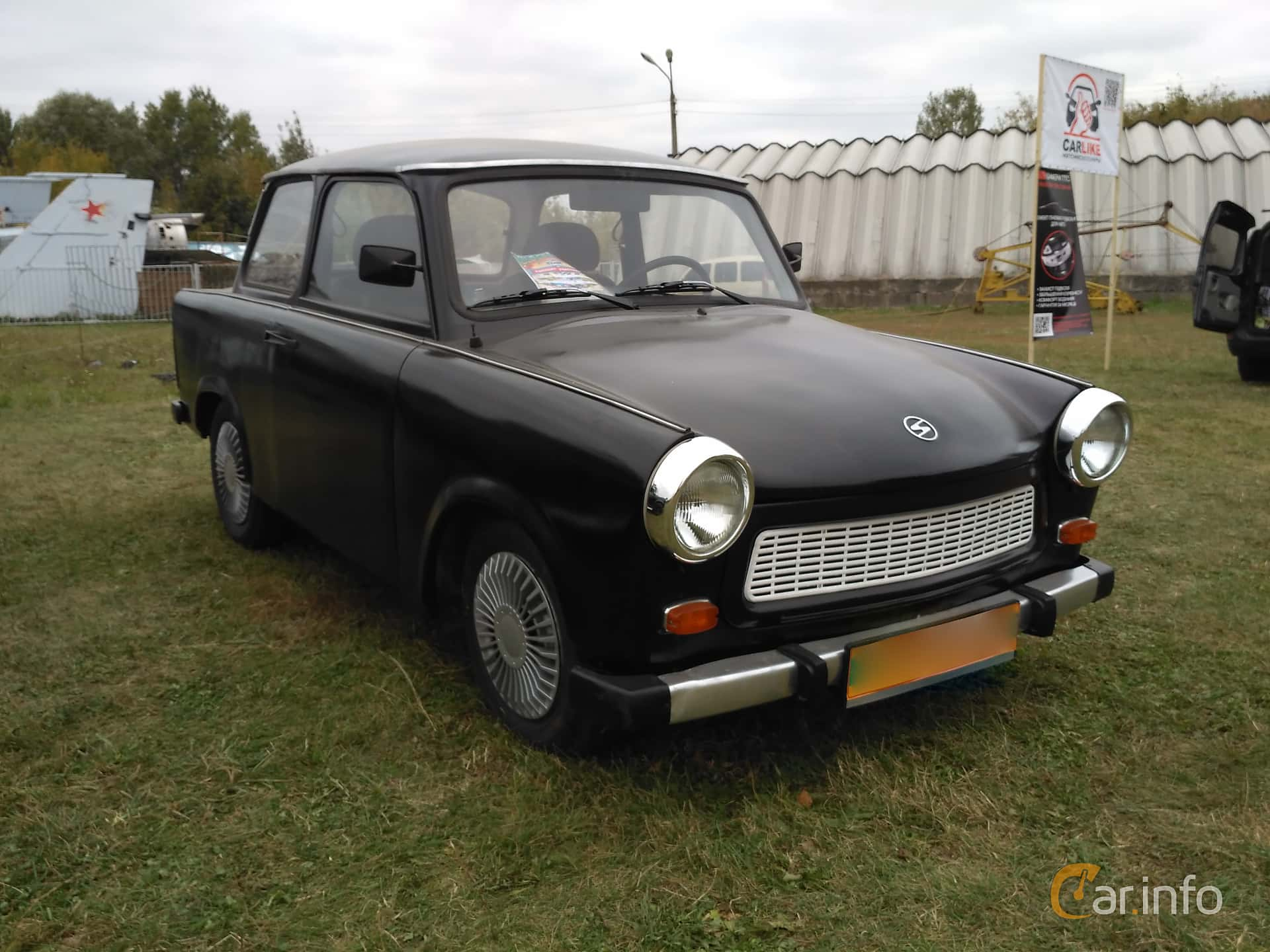 Front/Side  of Trabant 601 Limousine 0.6 Manual, 26ps, 1987