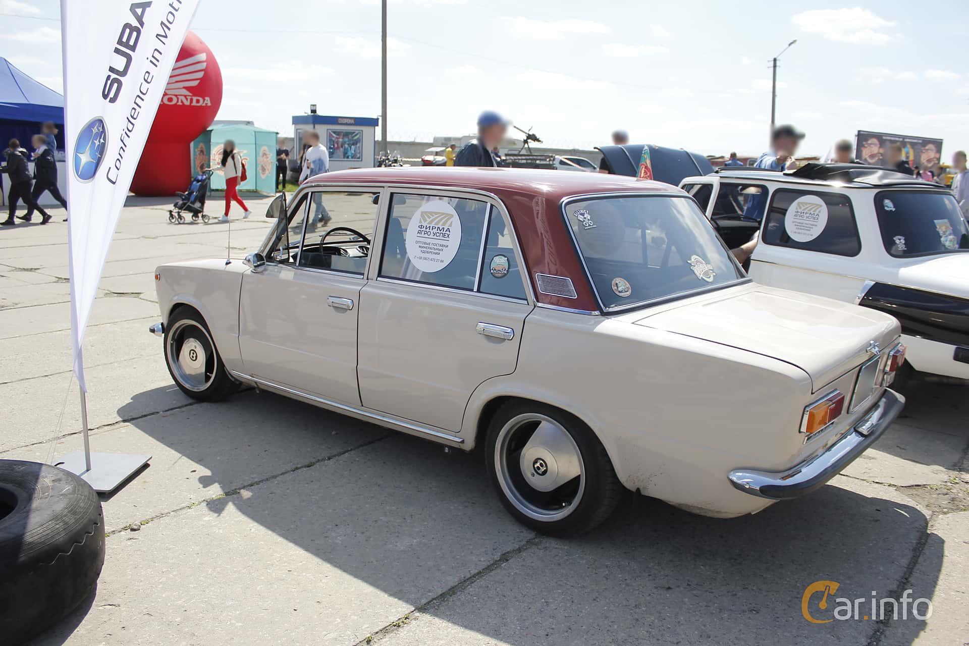 VAZ VAZ-21013 1.2 Manual, 63hp, 1972 at Old Car Land no.1 2018