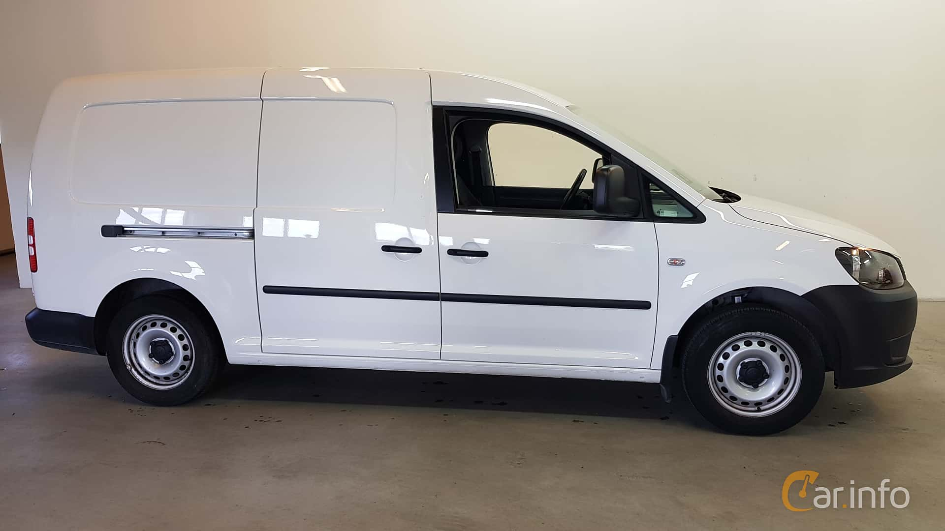 Side of Volkswagen Caddy Maxi 1.6 TDI Manual, 102ps, 2015