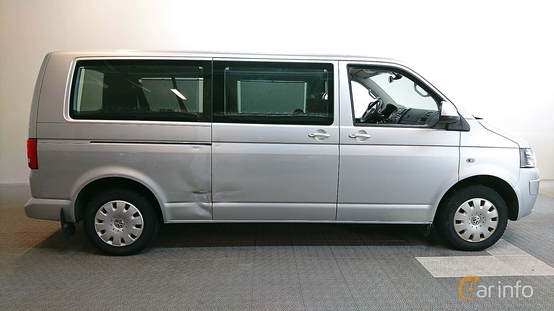 Side of Volkswagen Caravelle 2.0 TDI 4Motion Manual, 140ps, 2015