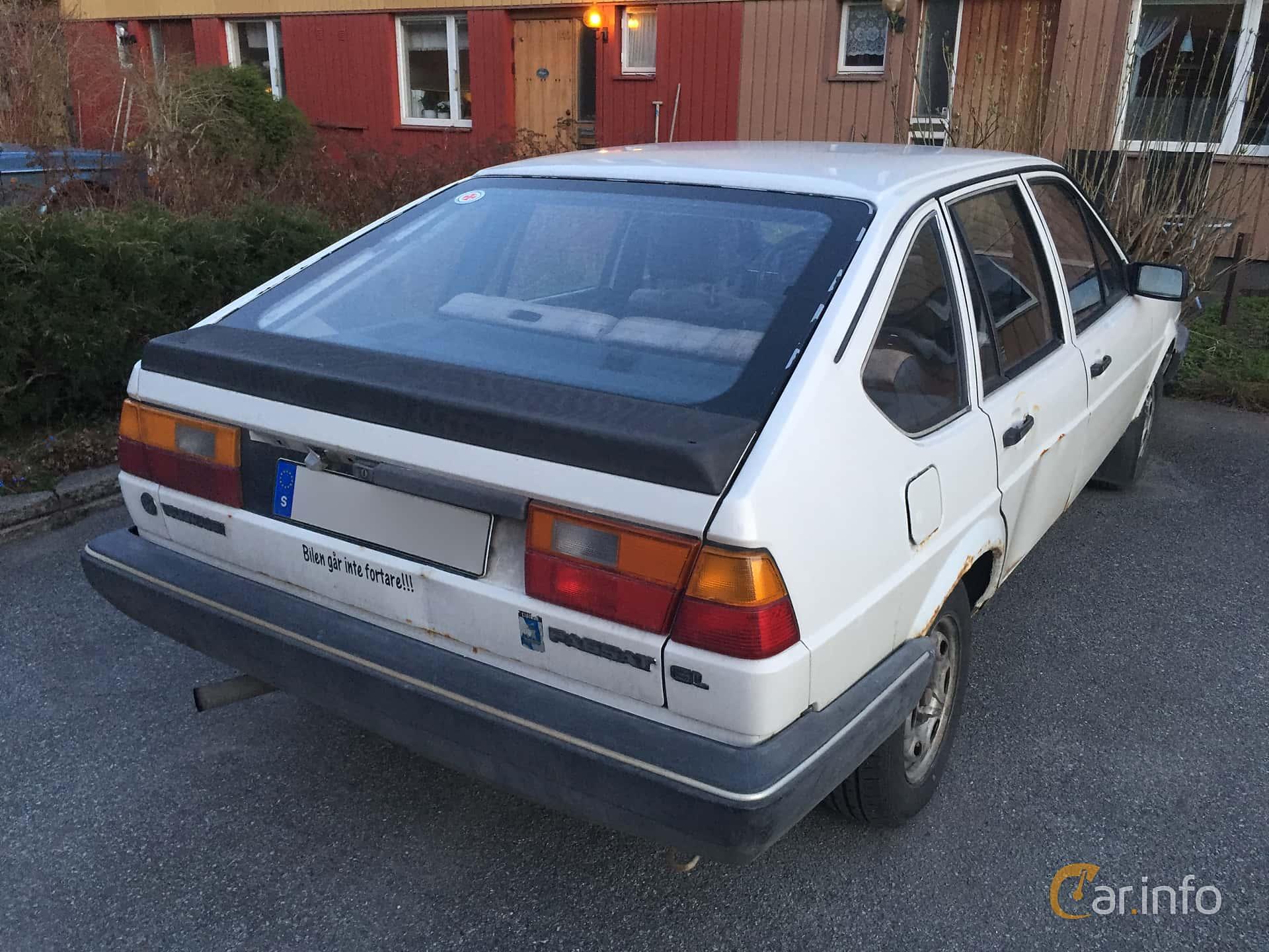 Back/Side of Volkswagen Passat 5-door 1.8 Manual, 90ps, 1985