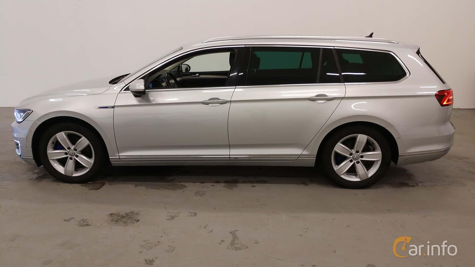 Side  of Volkswagen Passat GTE Variant 1.4 TSI DSG Sequential, 218ps, 2017
