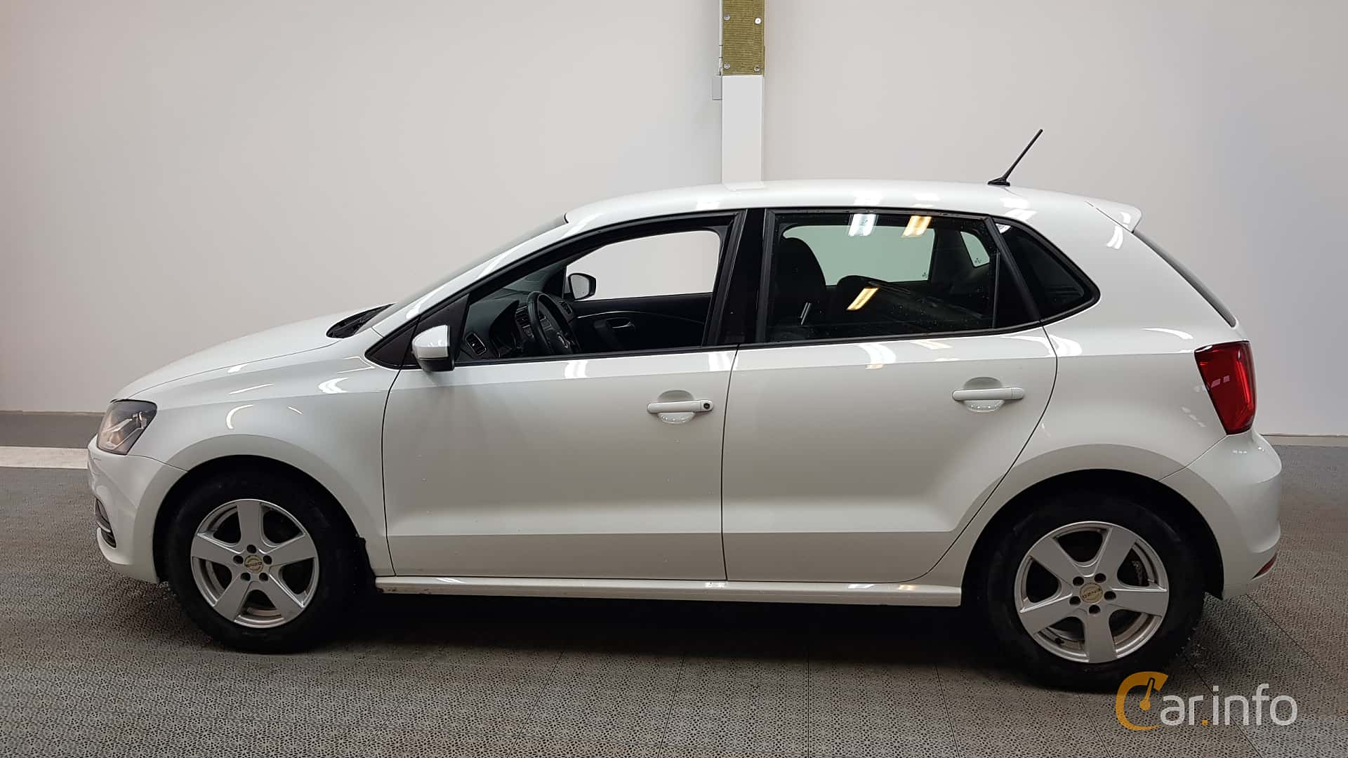 Side of Volkswagen Polo 5-door 1.4 TDI BlueMotion Manual, 90ps, 2015