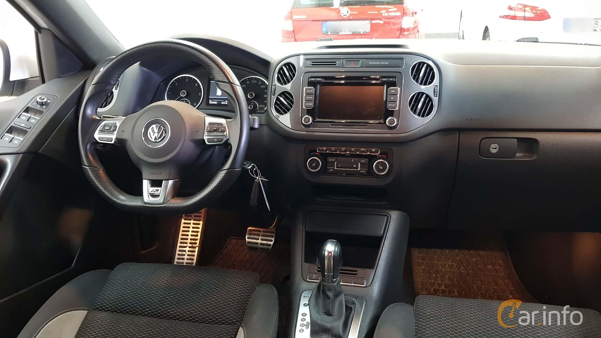 Interior of Volkswagen Tiguan 2.0 TDI BlueMotion 4Motion DSG ...