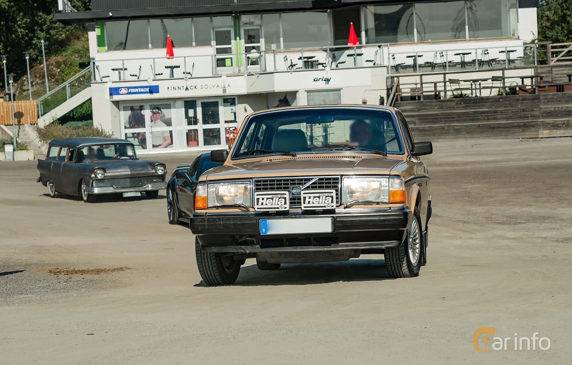 Volvo 244 2.1 Manual, 107hp, 1984 at Stockholm Vintage & Sports Car meet 2019