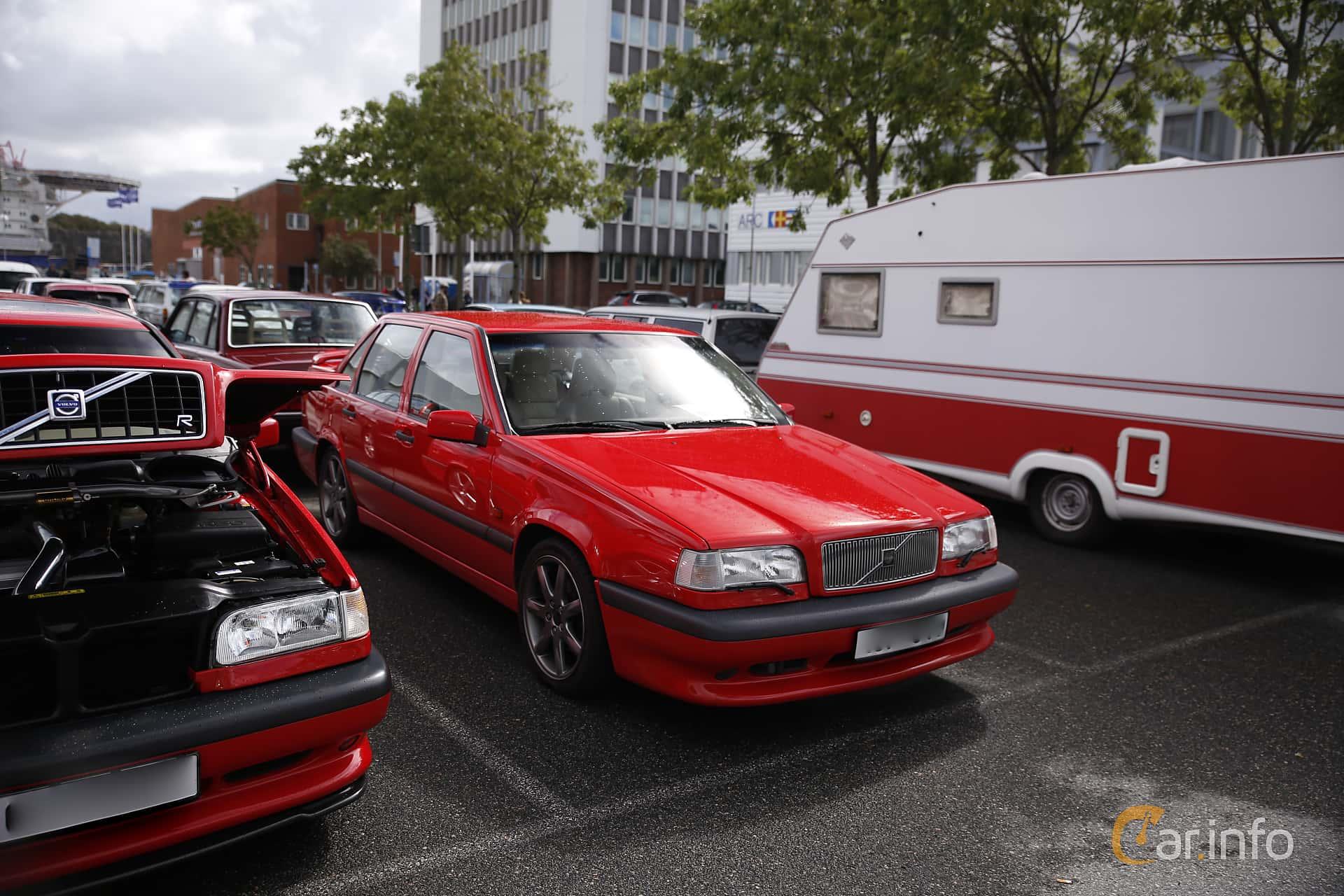 Front/Side of Volvo 850 Sedan 2.3 R Manual, 250ps, 1997 at Vrom