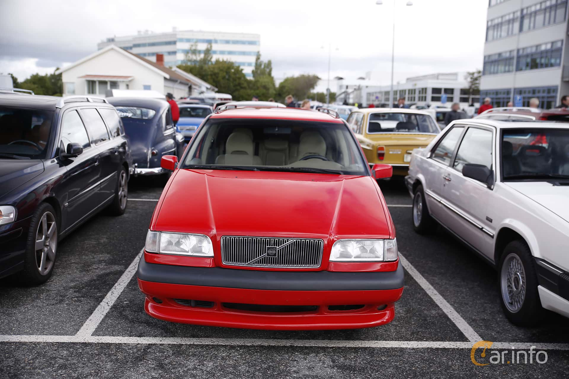 Front of Volvo 850 Station Wagon 2.3 R Manual, 250ps, 1997 at Vrom -