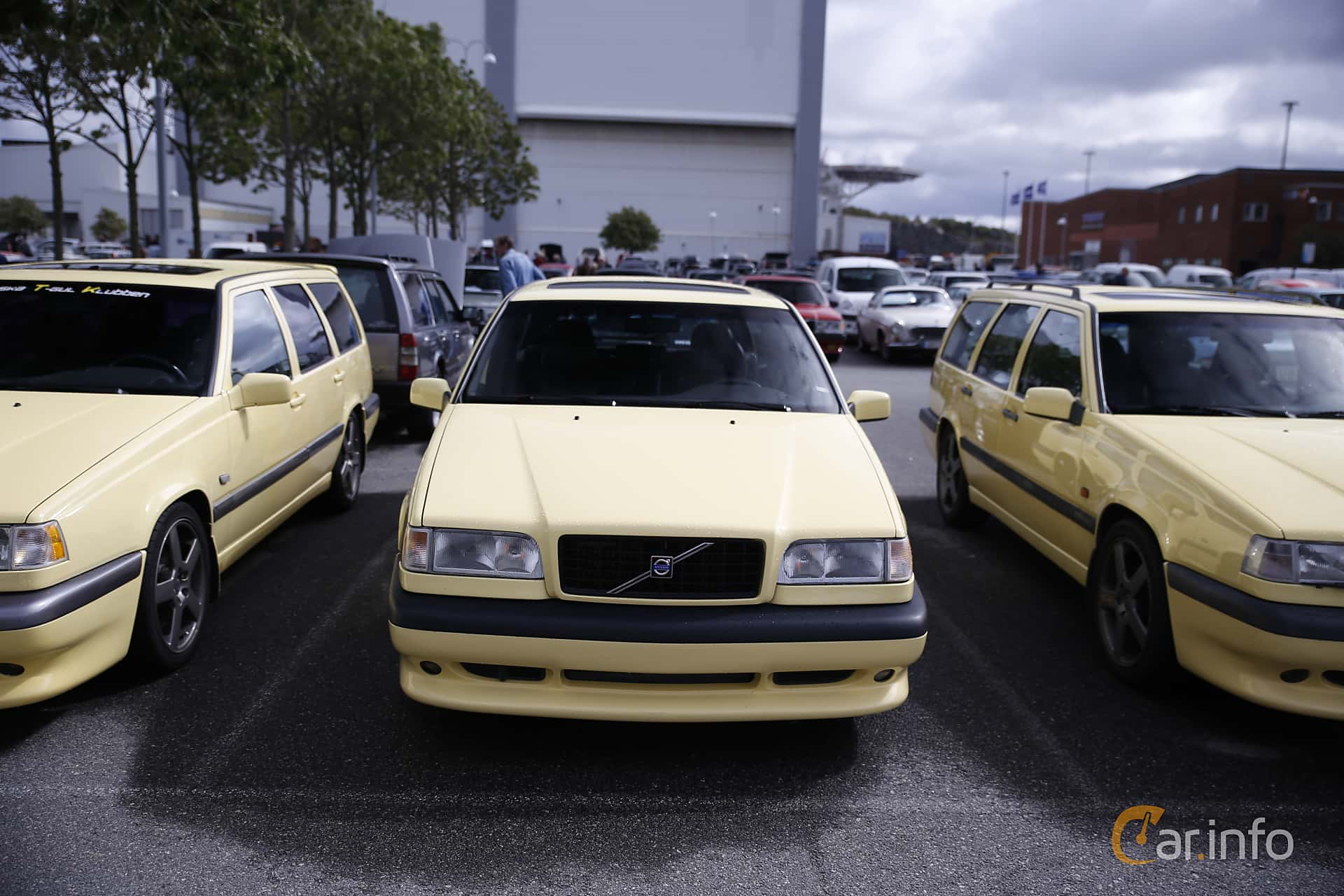 Front of Volvo 850 Station Wagon 2.3 R Manual, 225ps, 1995 at Vrom -