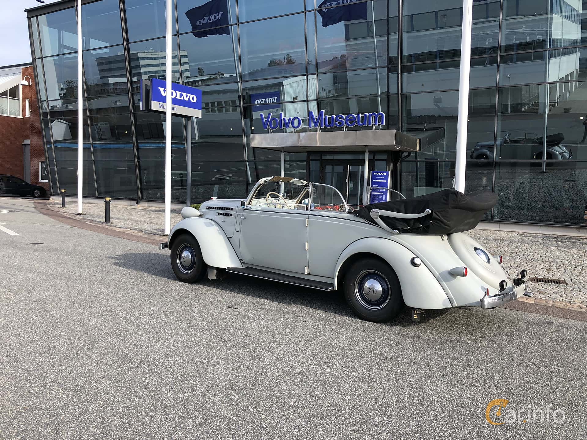 Bak/Sida av Volvo PV51 Cabriolet 3.7 Manual, 86ps, 1937