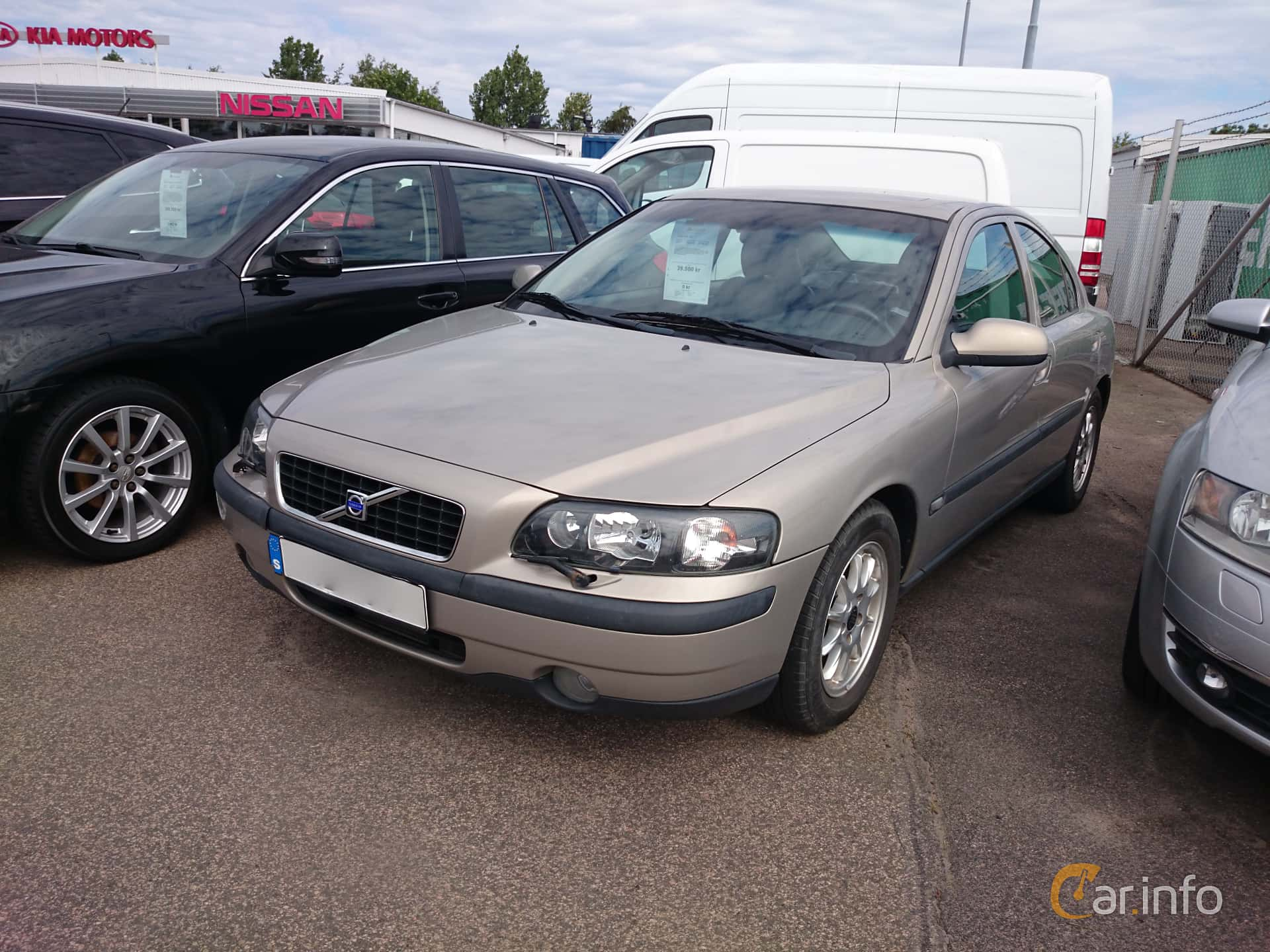 Front/Side of Volvo S60 D5 Manual, 163ps, 2003